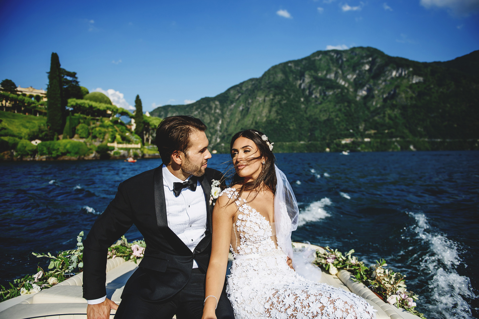 Couple leaving Villa d'Este in boat - photo by Ross Harvey