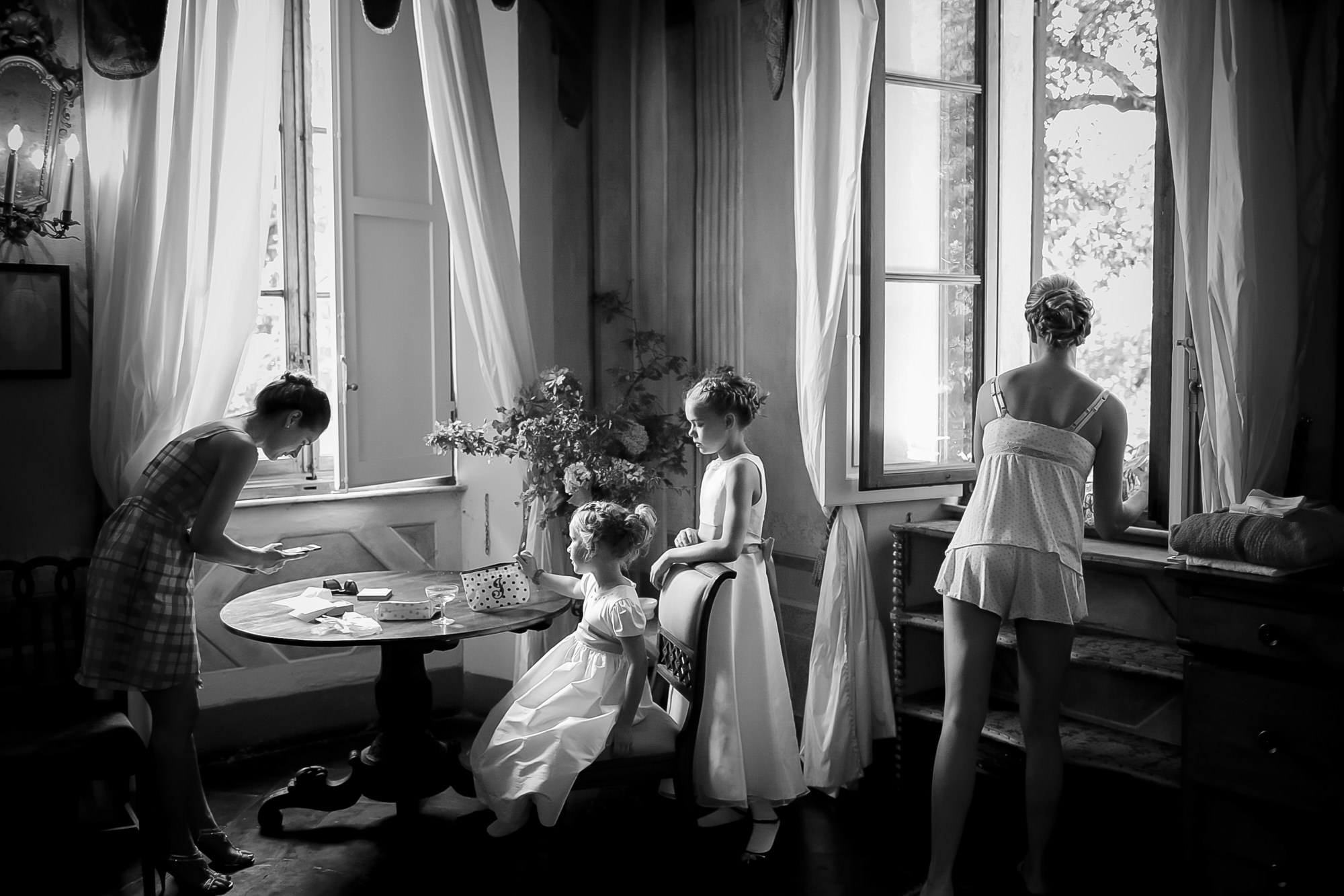 Kids getting ready with bride photo by David Bastianoni