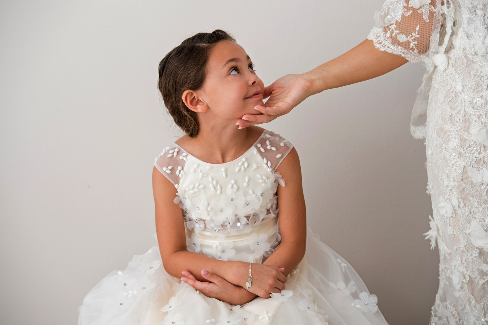 Flower girl in applique dress with cap sleeves - photo by Jerry Ghionis - Nevada and Australia