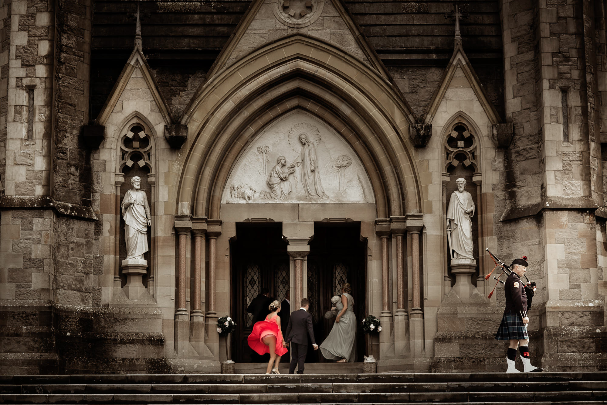 Marilyn Monroe moment - guest arrives at church - photo by David Bastianoni