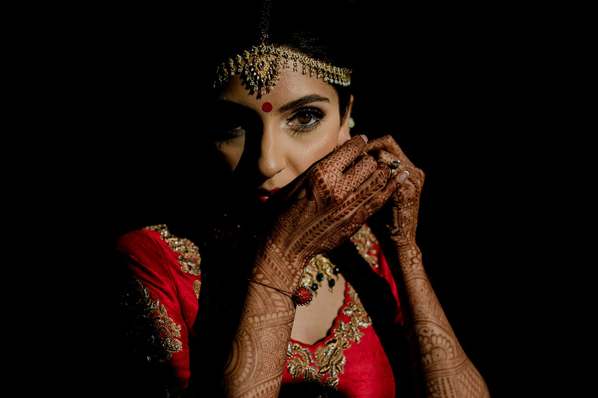 Indian bride with gorgeous makeup and jewelry - photo by RImi Sen Photography