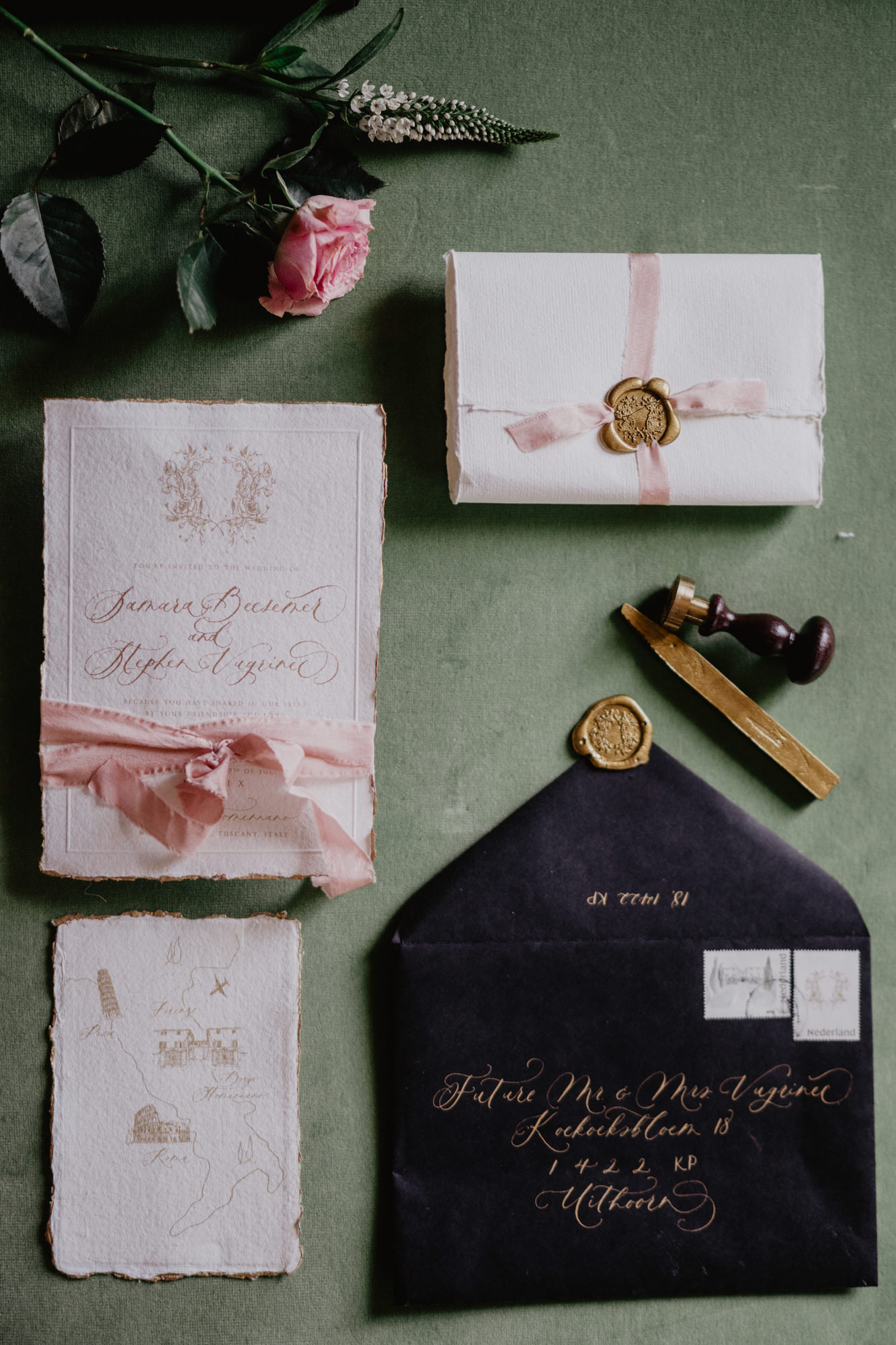 Handmade pink paper invitations with navy envelope - photo by David Bastianoni