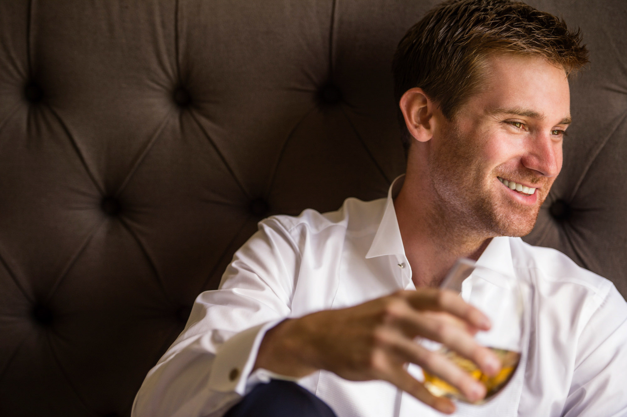 Portrait of groom drinking scotch - photo by Jerry Ghionis - Nevada and Australia