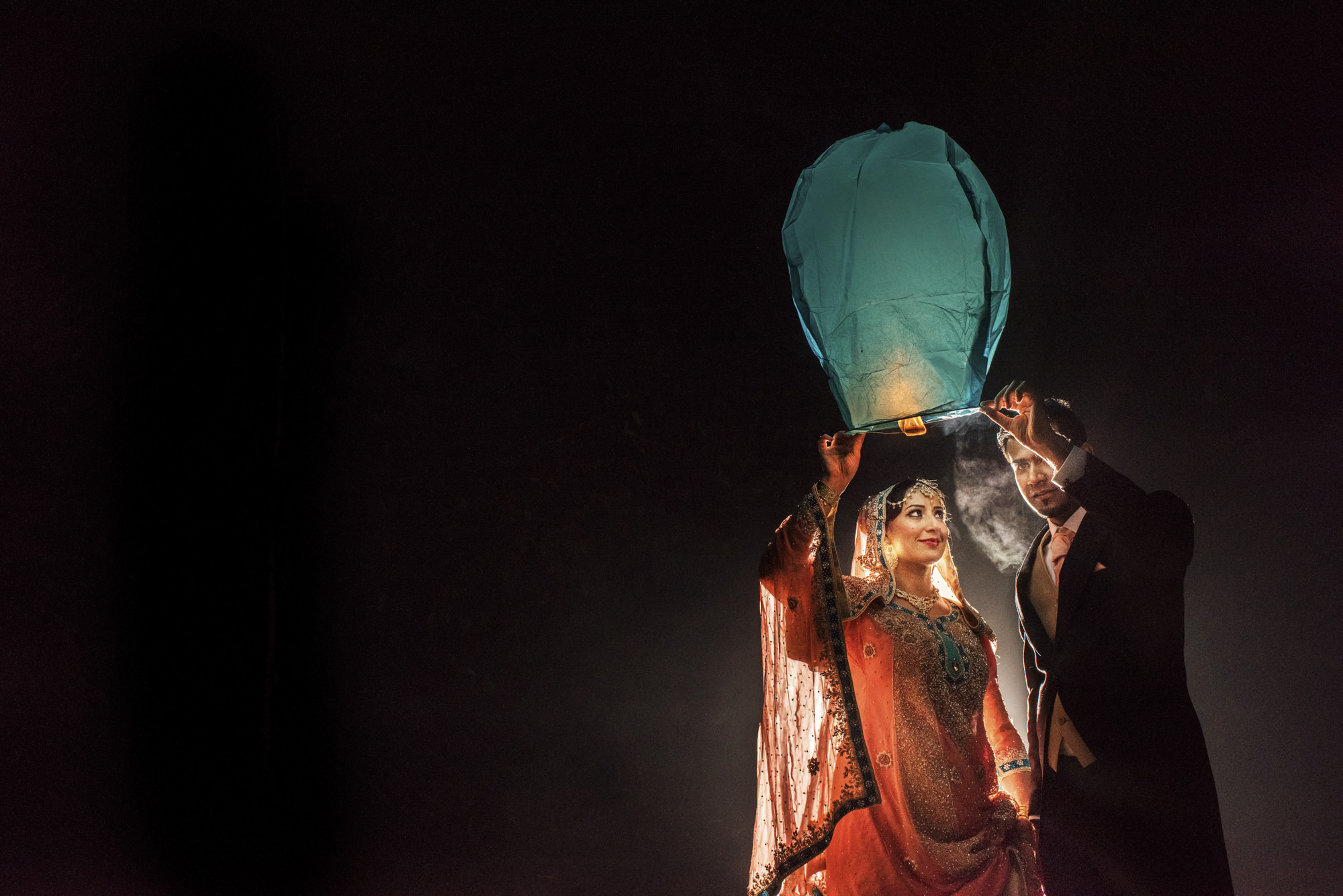Indian couple with luminaria - photo by Look Fotographica