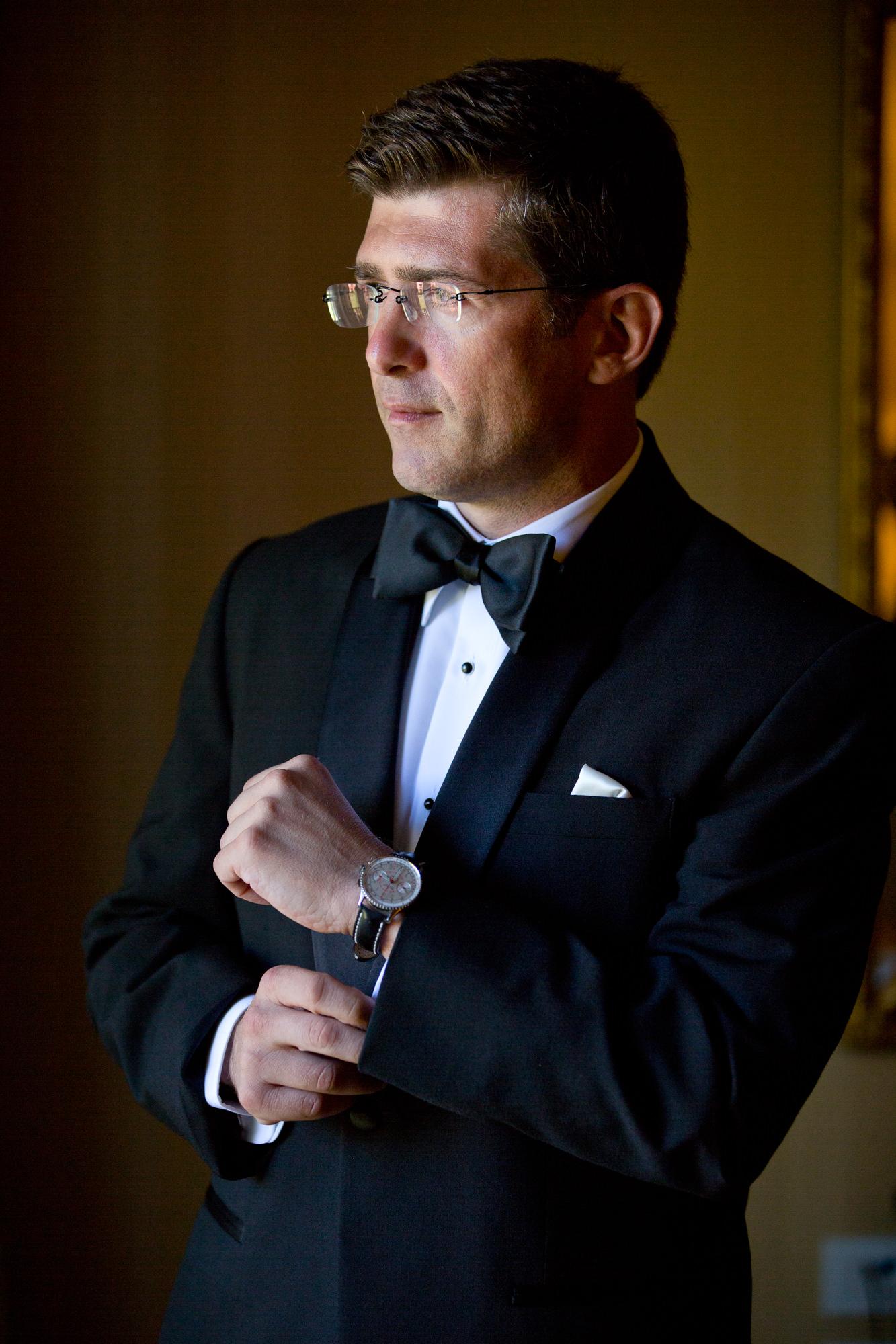 Portrait of groom getting ready by Roberto Valenzuela