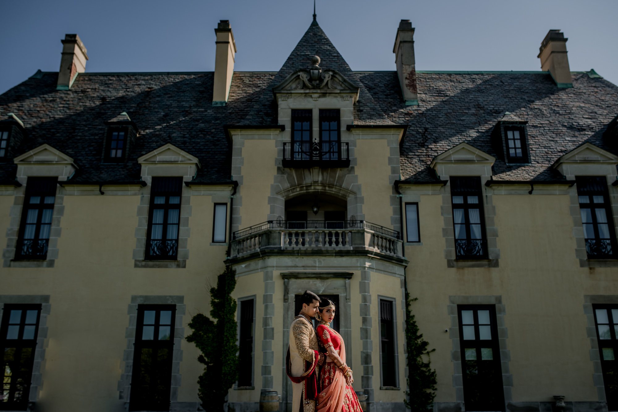 Indian bride and groom with English-inspired architecture - photo by Rimi Sen Photographers