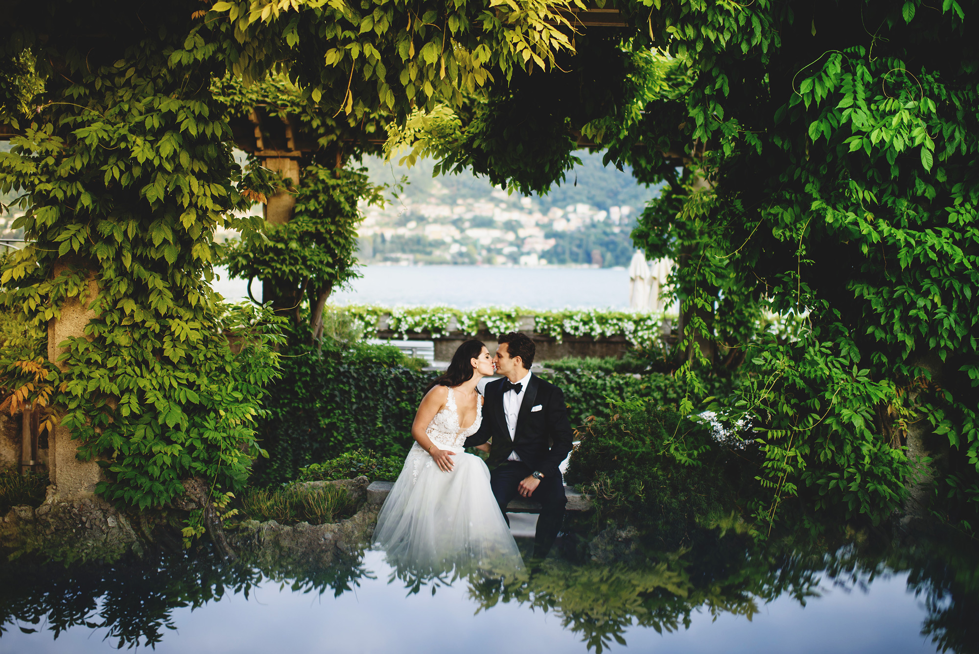 Couple kissing at reflecting pond Lake Como - photo by Ross Harvey