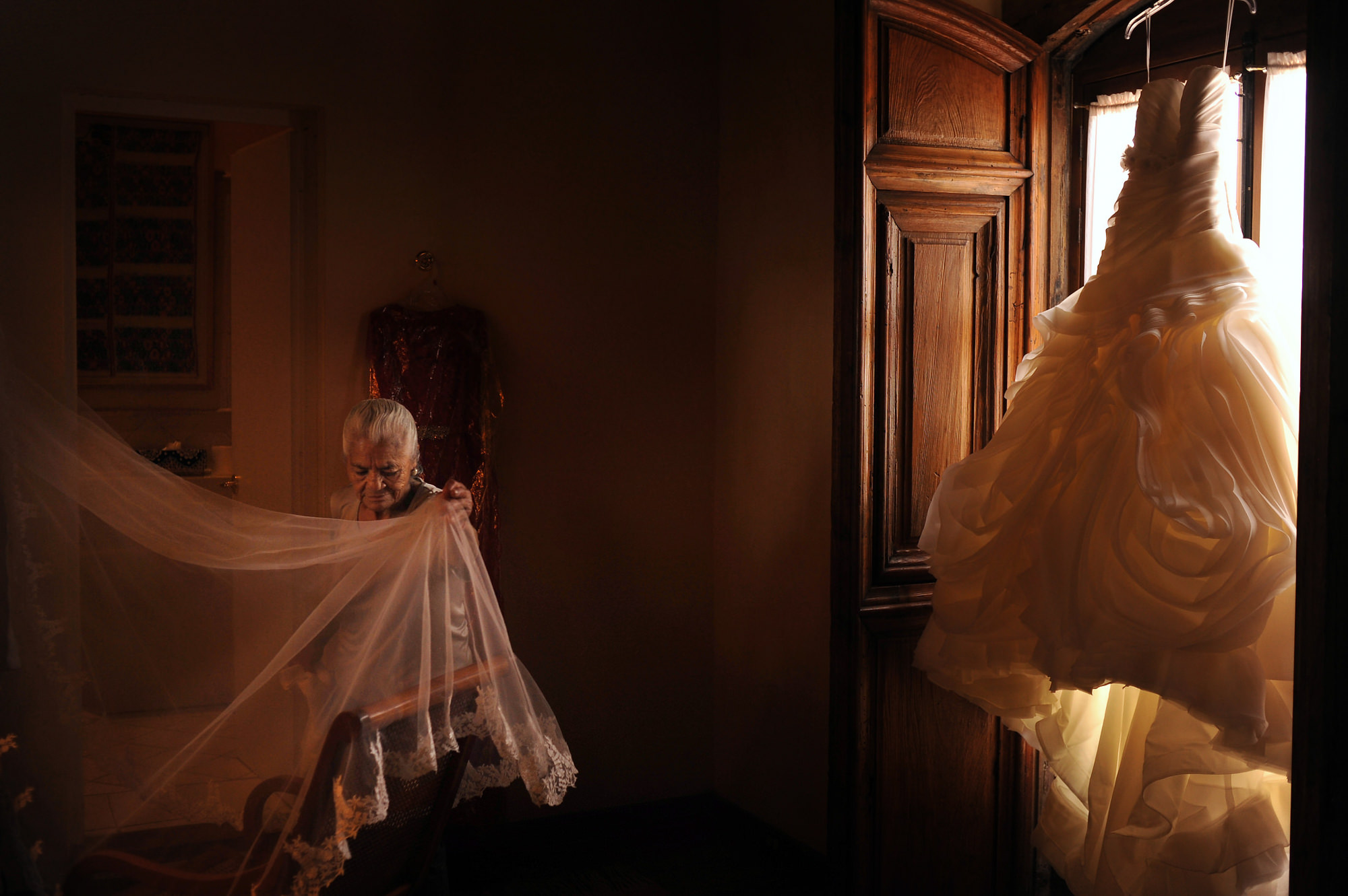 Grandmother viewing veil and wedding dress - Daniel Aguilar Photography