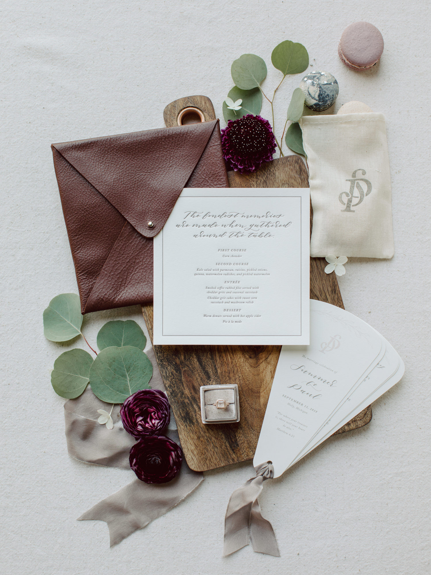 Engraved invitations with leather envelope - Photo by Benj Haisch
