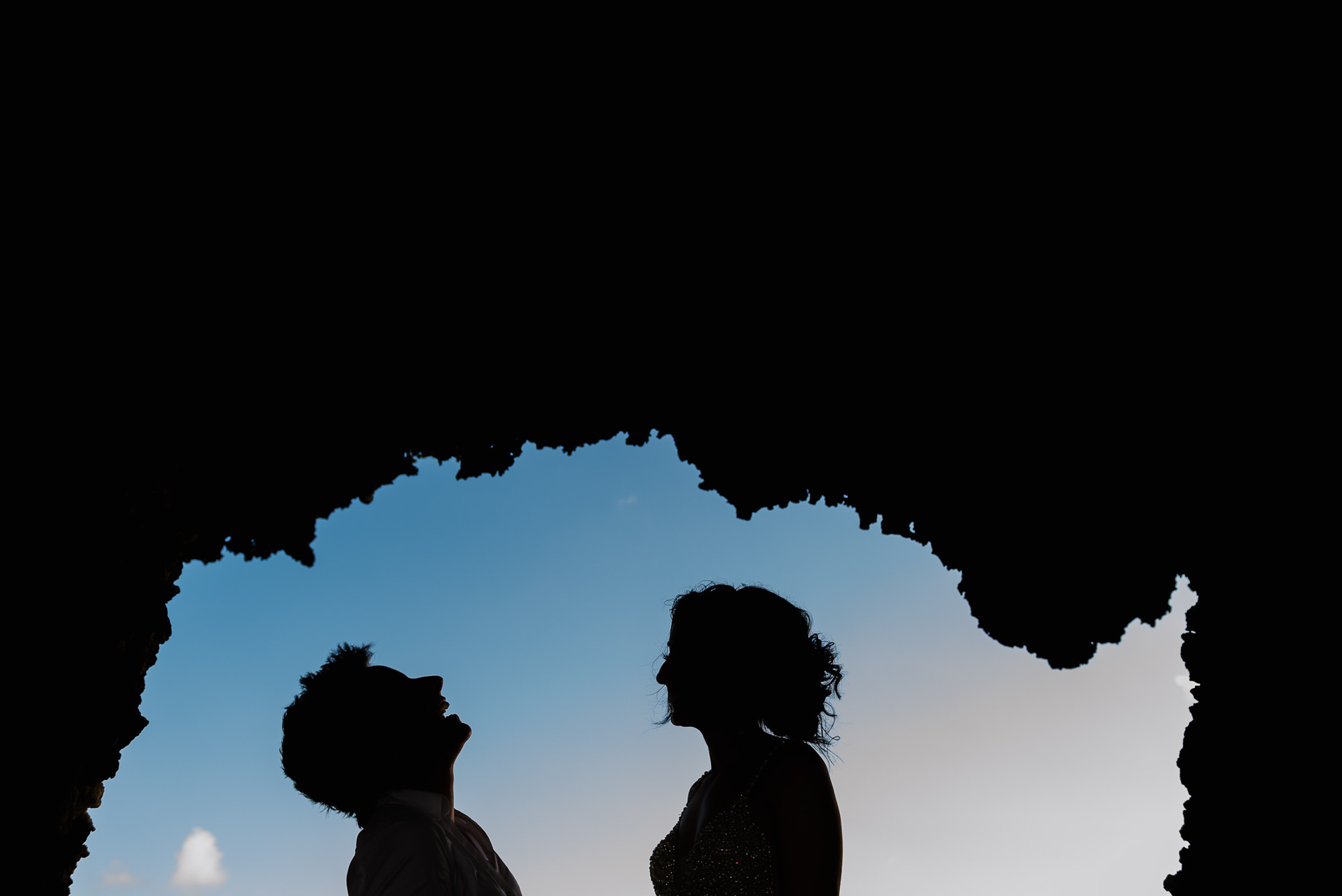 Silhouette of couple in cave, by Citlalli Rico