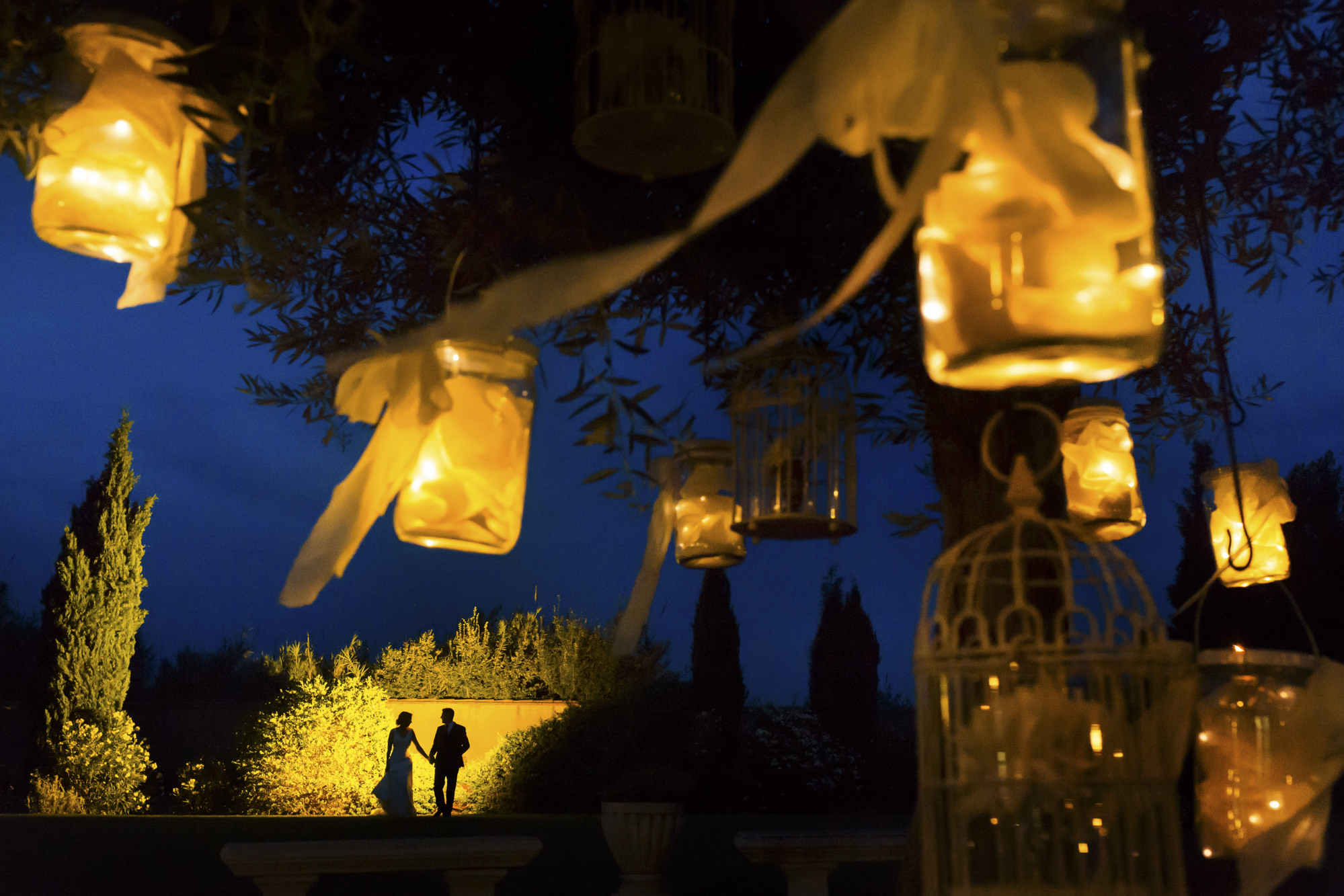 Silhouette couple through golden lanterns - photo by Look Fotographica