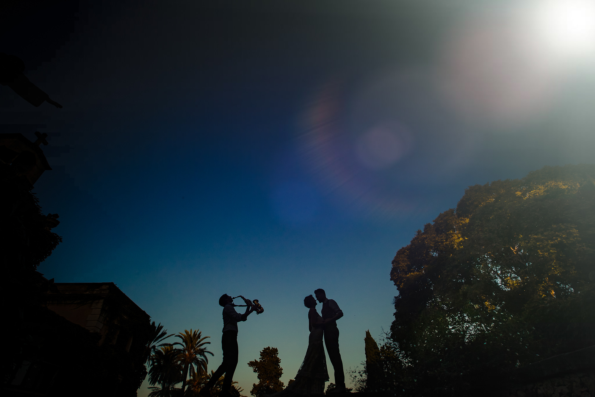 Silhouette of couple with saxaphone player by Eppel Photography Netherlands
