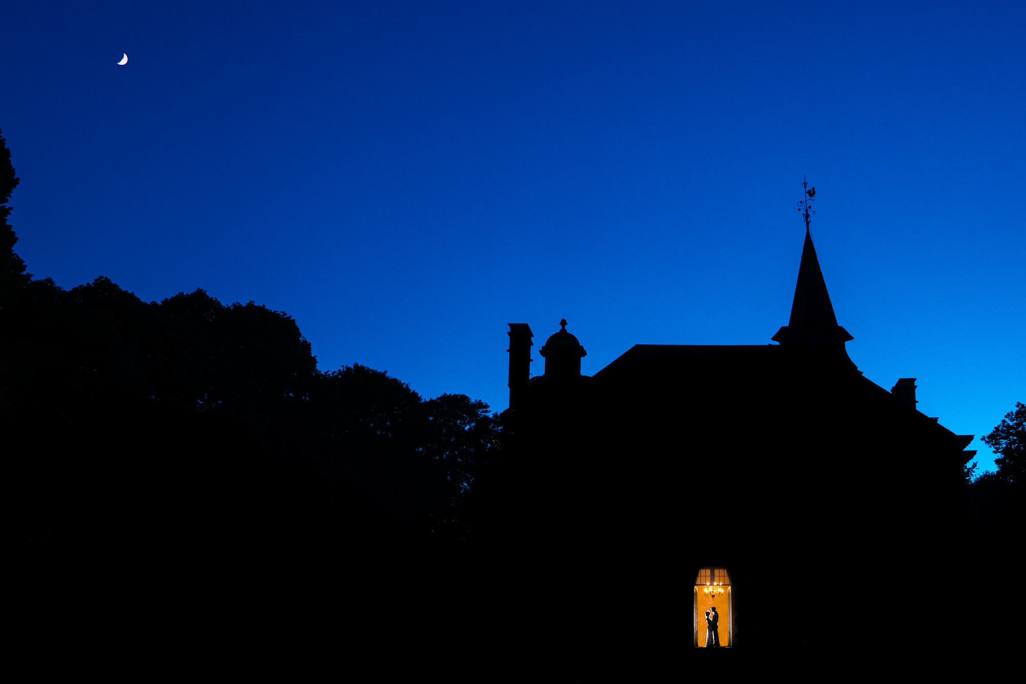 Silhouette of couple in church door, photo by Yves Schepers, Belgium wedding photographers