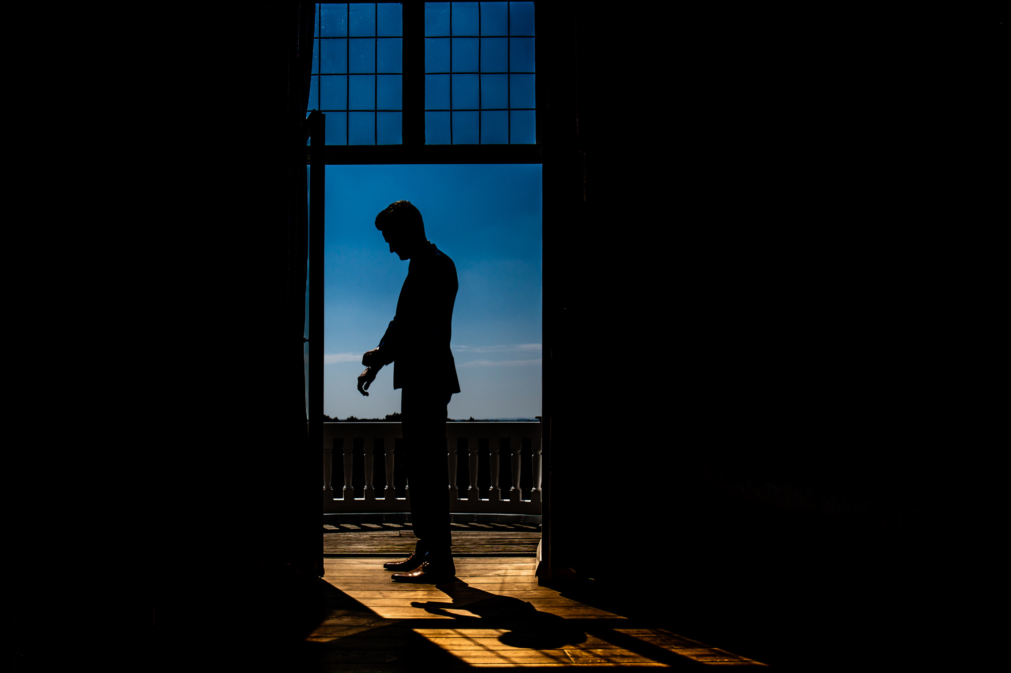 Silhouette of groom getting ready by Eppel Photography Netherlands