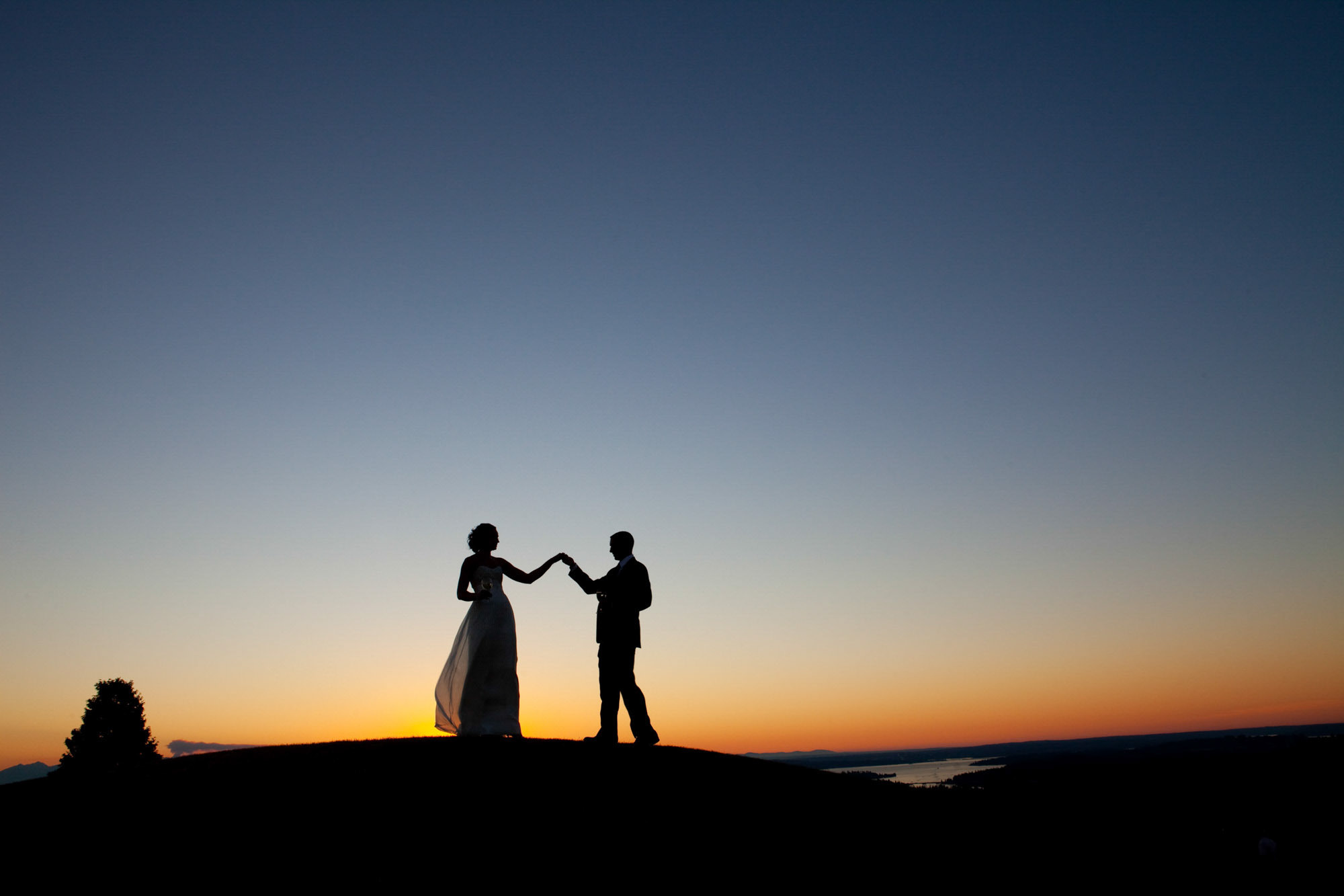 Silhouette of couple at Newcastle Country Club - La Vie Photography