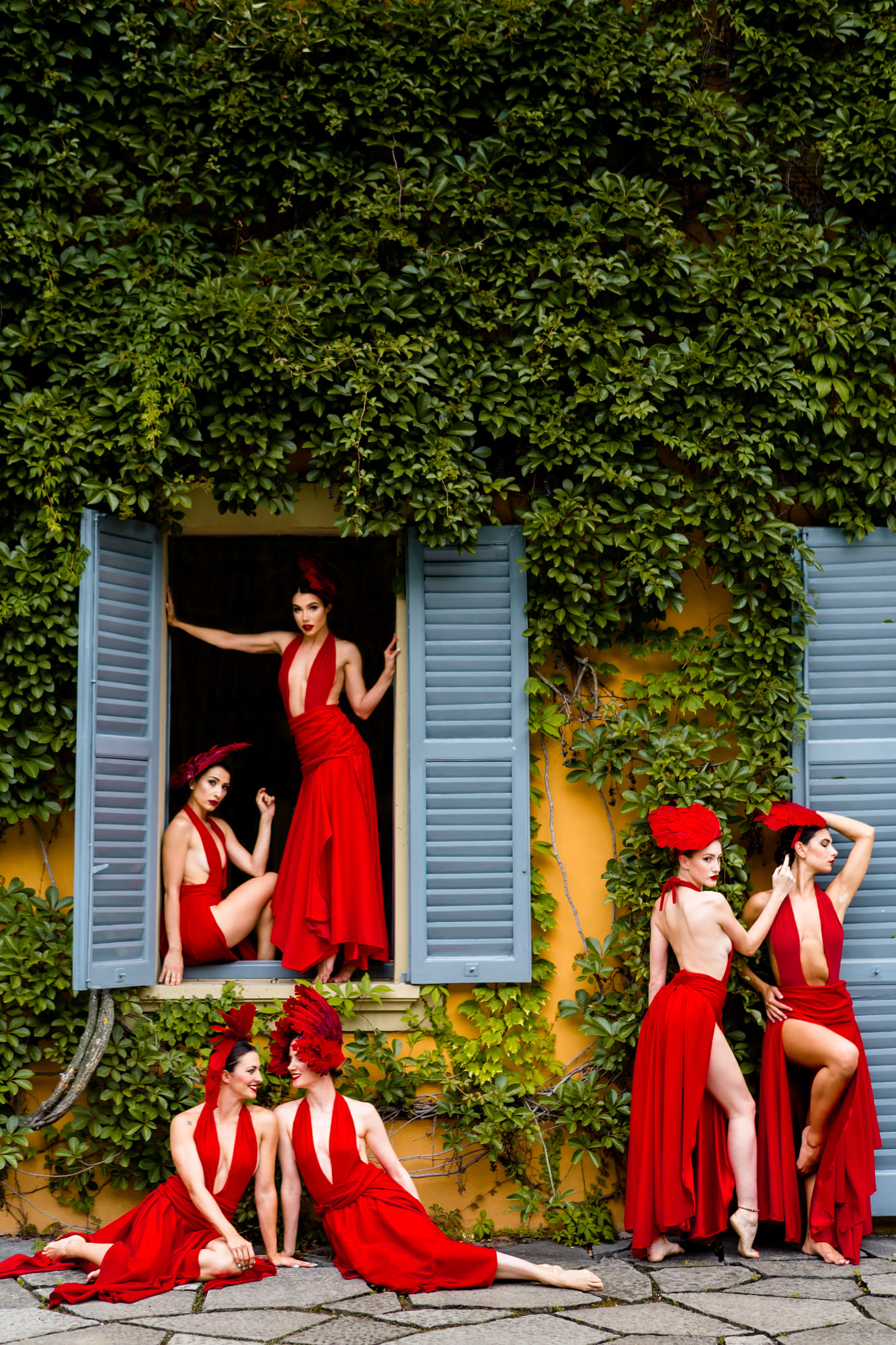 Bridal party in red photos by David Bastianoni