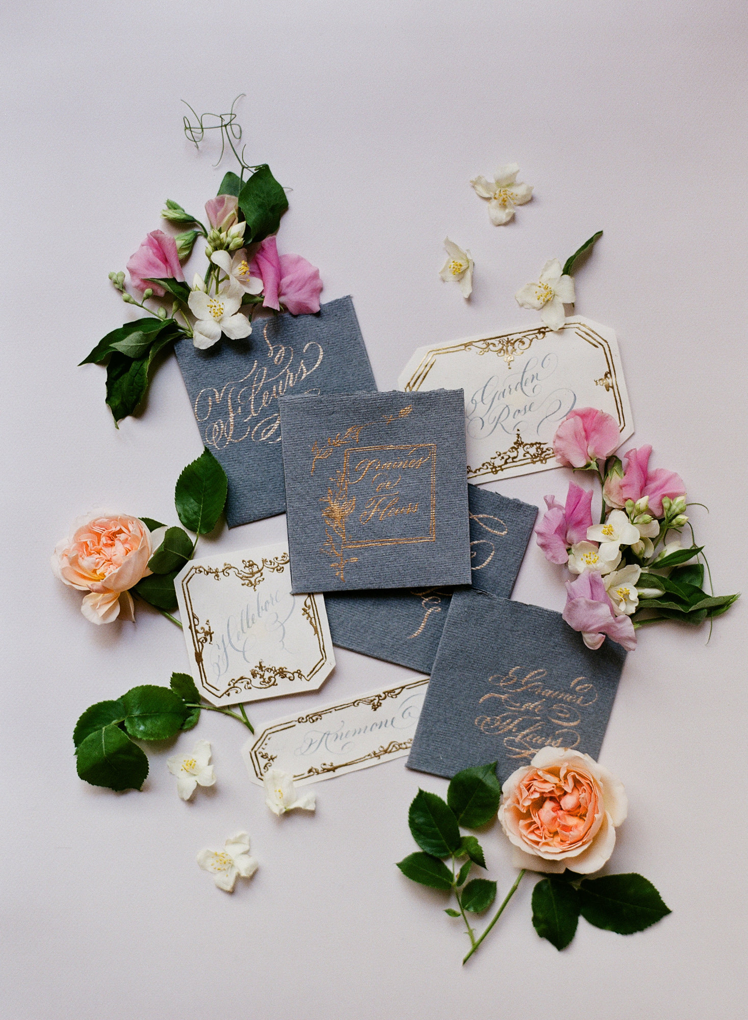Handmade paper invitations with gold calligraphy and grey envelopes - photo by Gianluca Adovasio Photography