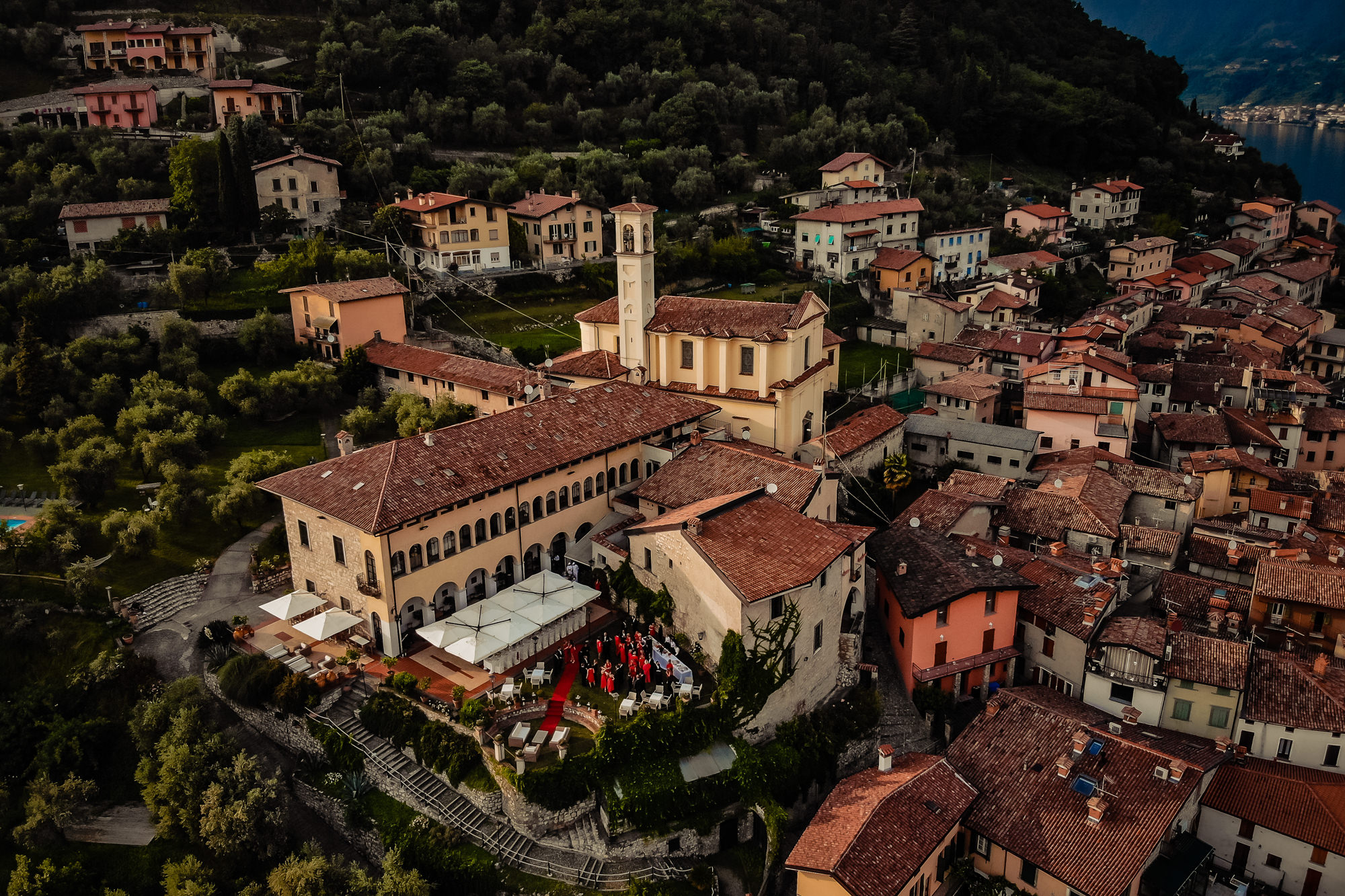Tuscan village ceremony from above photo by Eppel Photography Netherlands