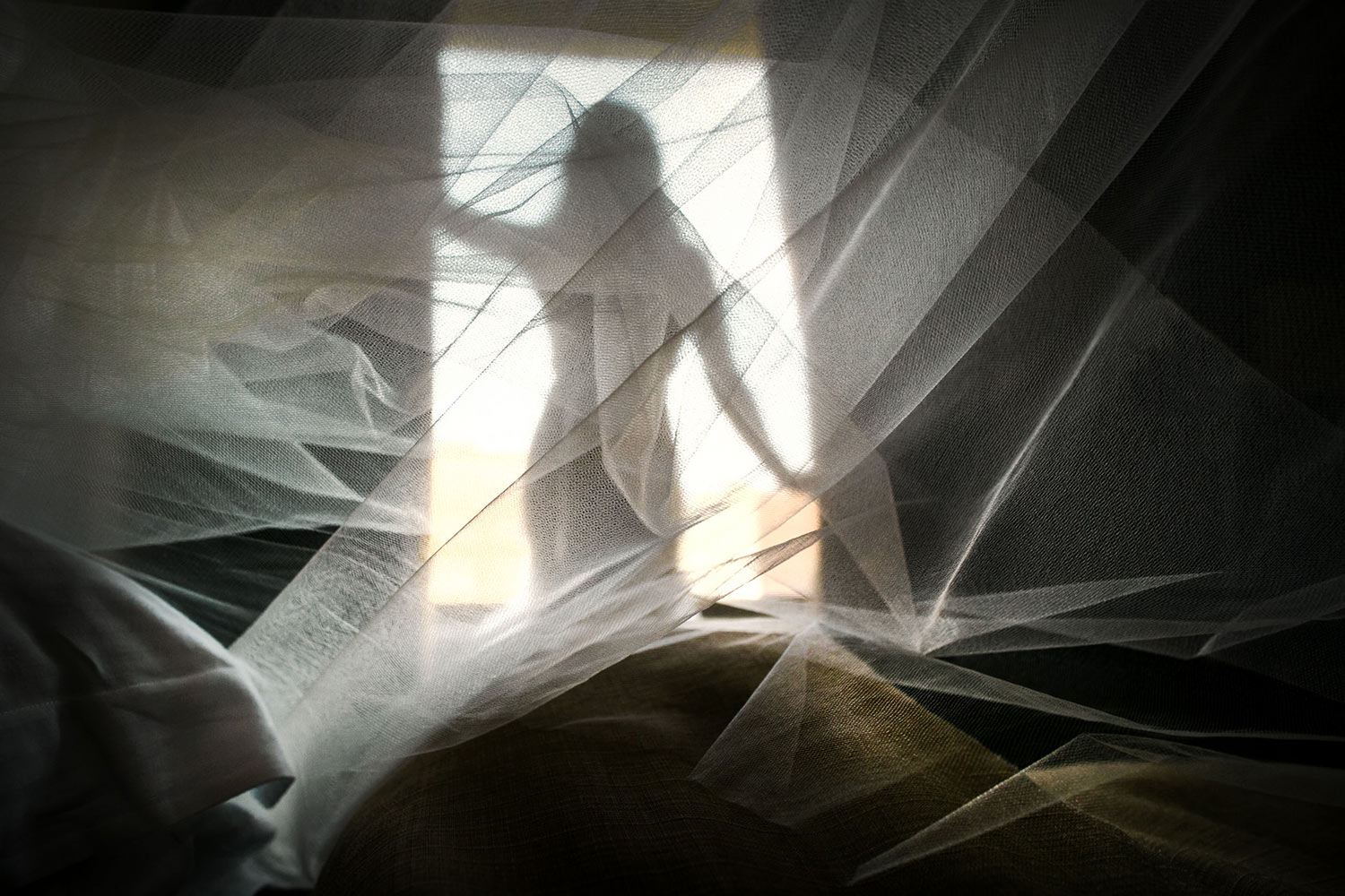 Dramatic veil shot from the back of bride, by Callaway Gable