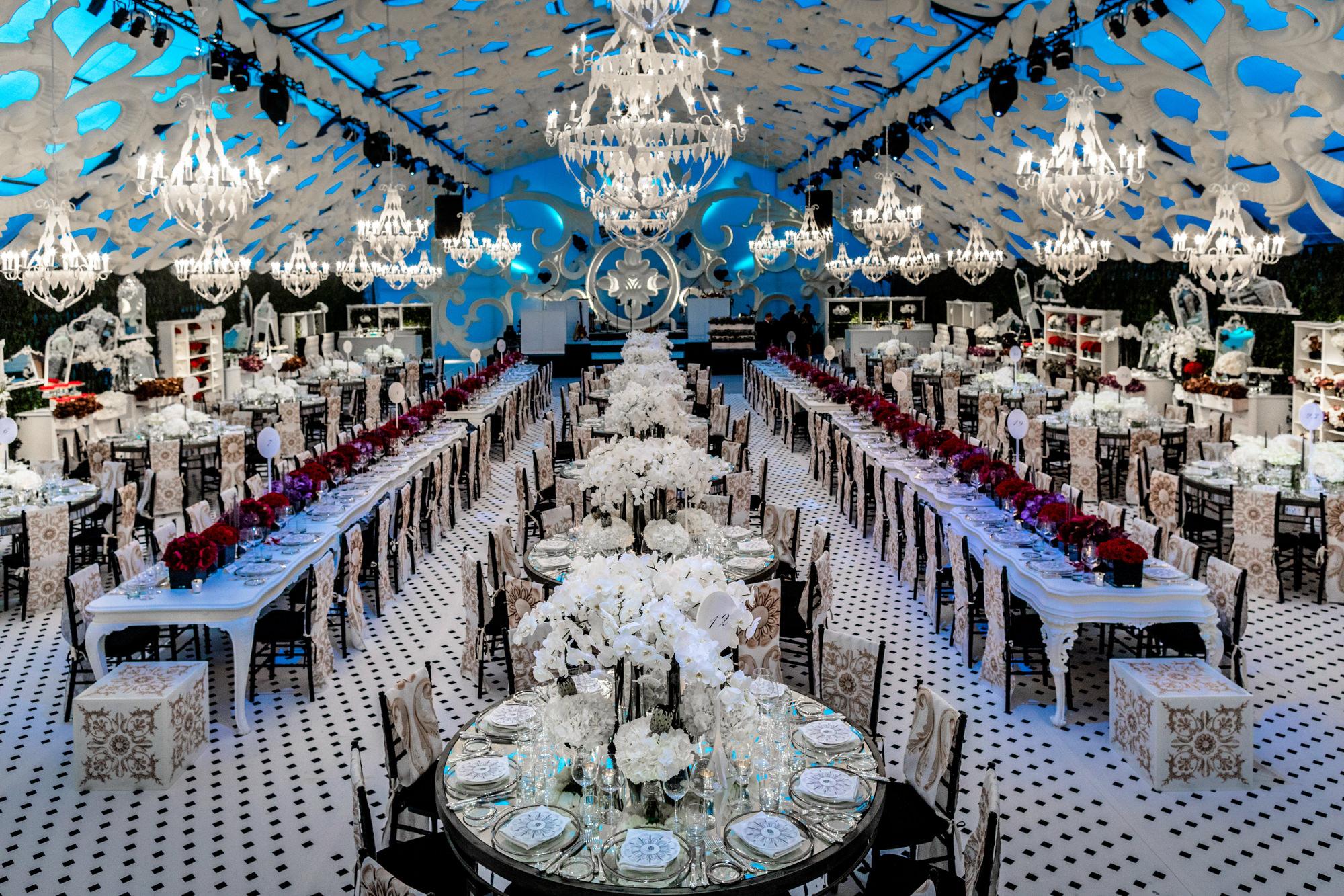 Luxury wedding reception with white decor - photo by David Bastianoni