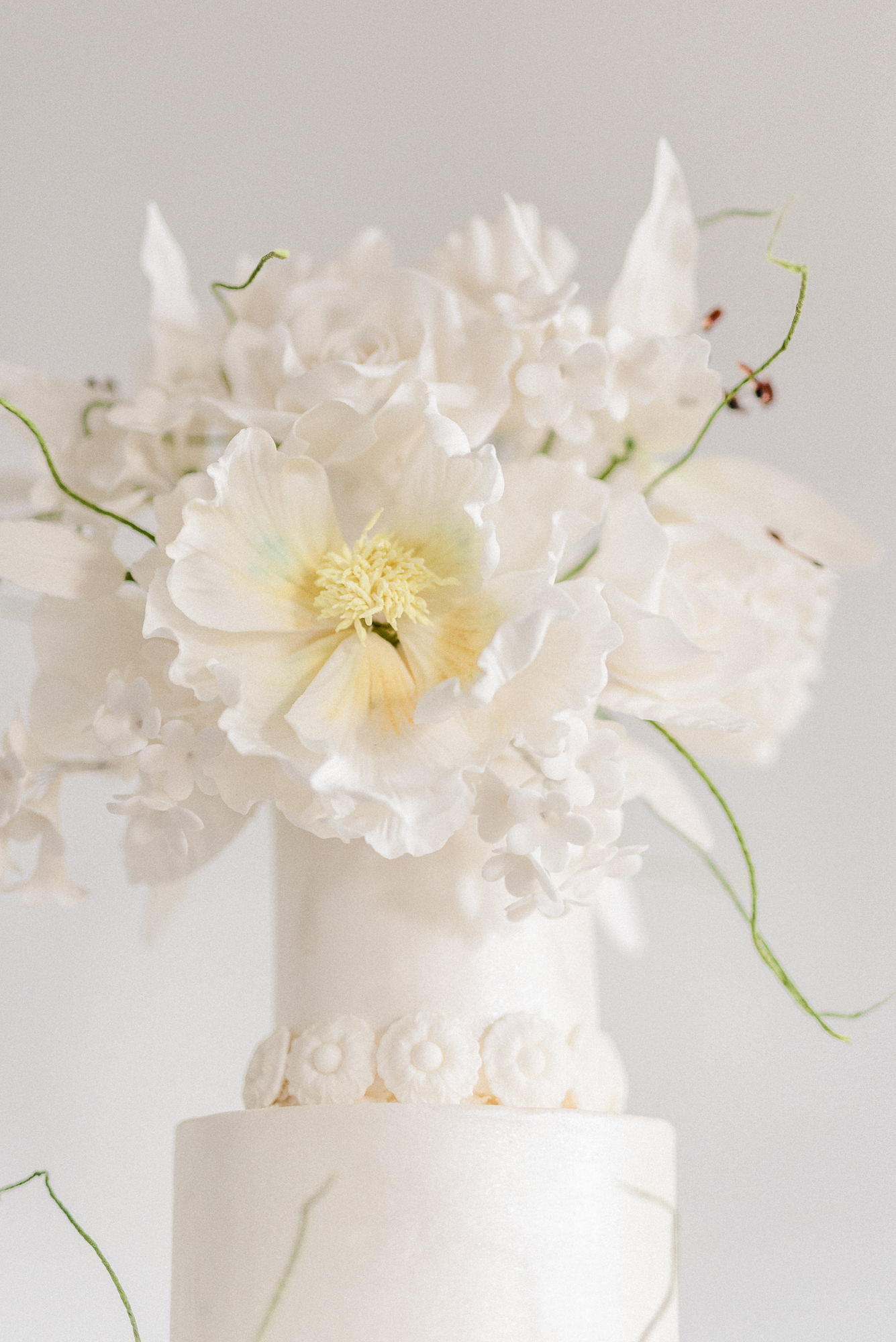 White peony cake topper - photo by Gianluca Adovasio Photography