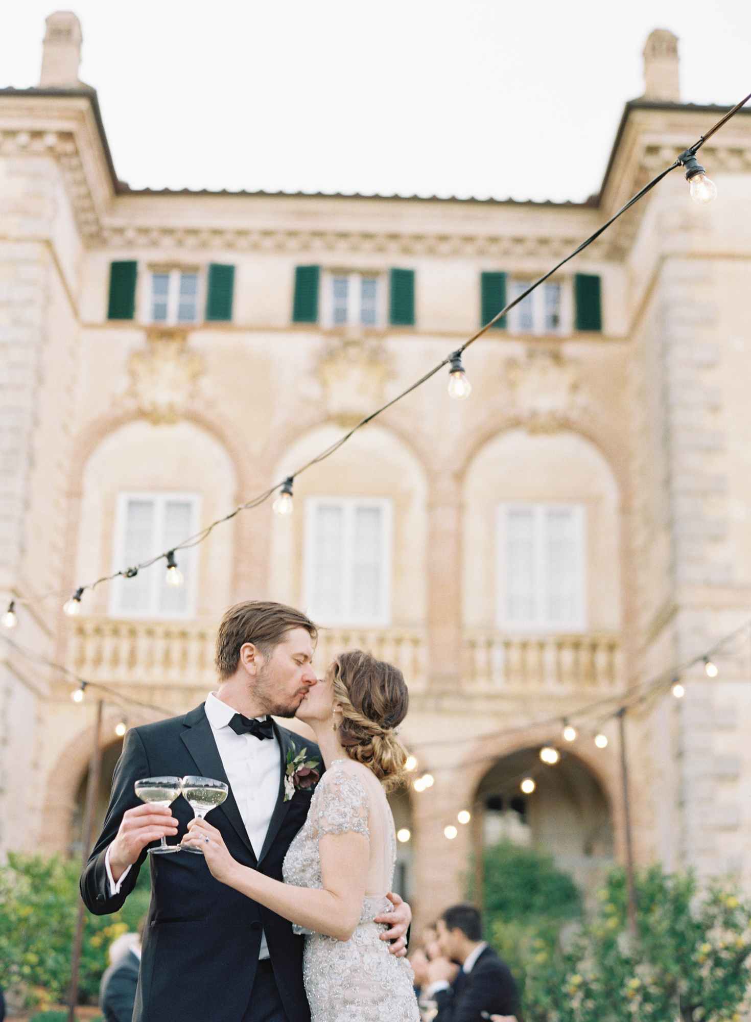 champagne toast kiss by Jen-Huang Los Angeles wedding photographer