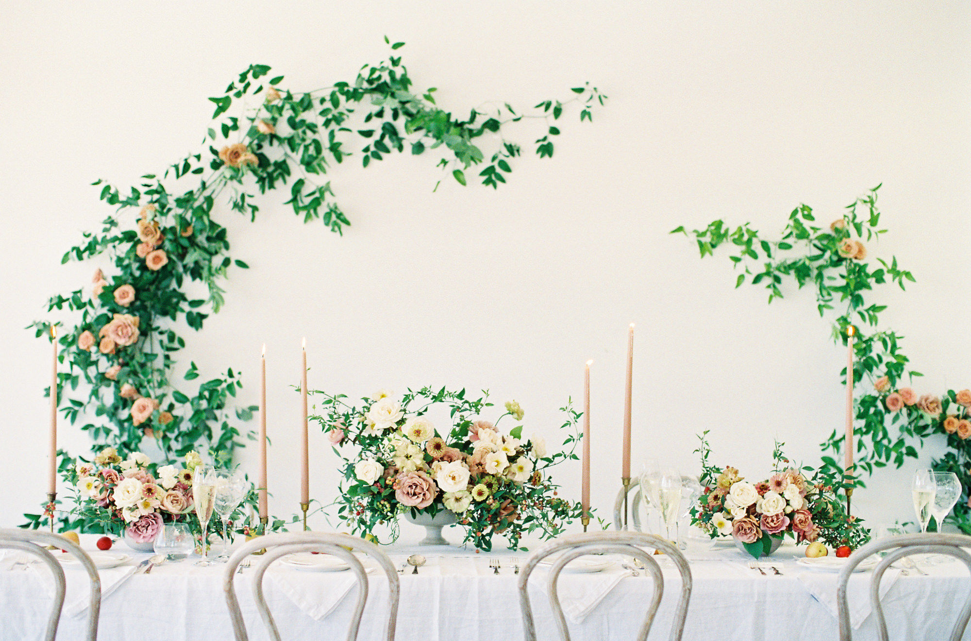 Ivy and rose centerpieces table decor Jen Huang Los Angeles wedding photographer