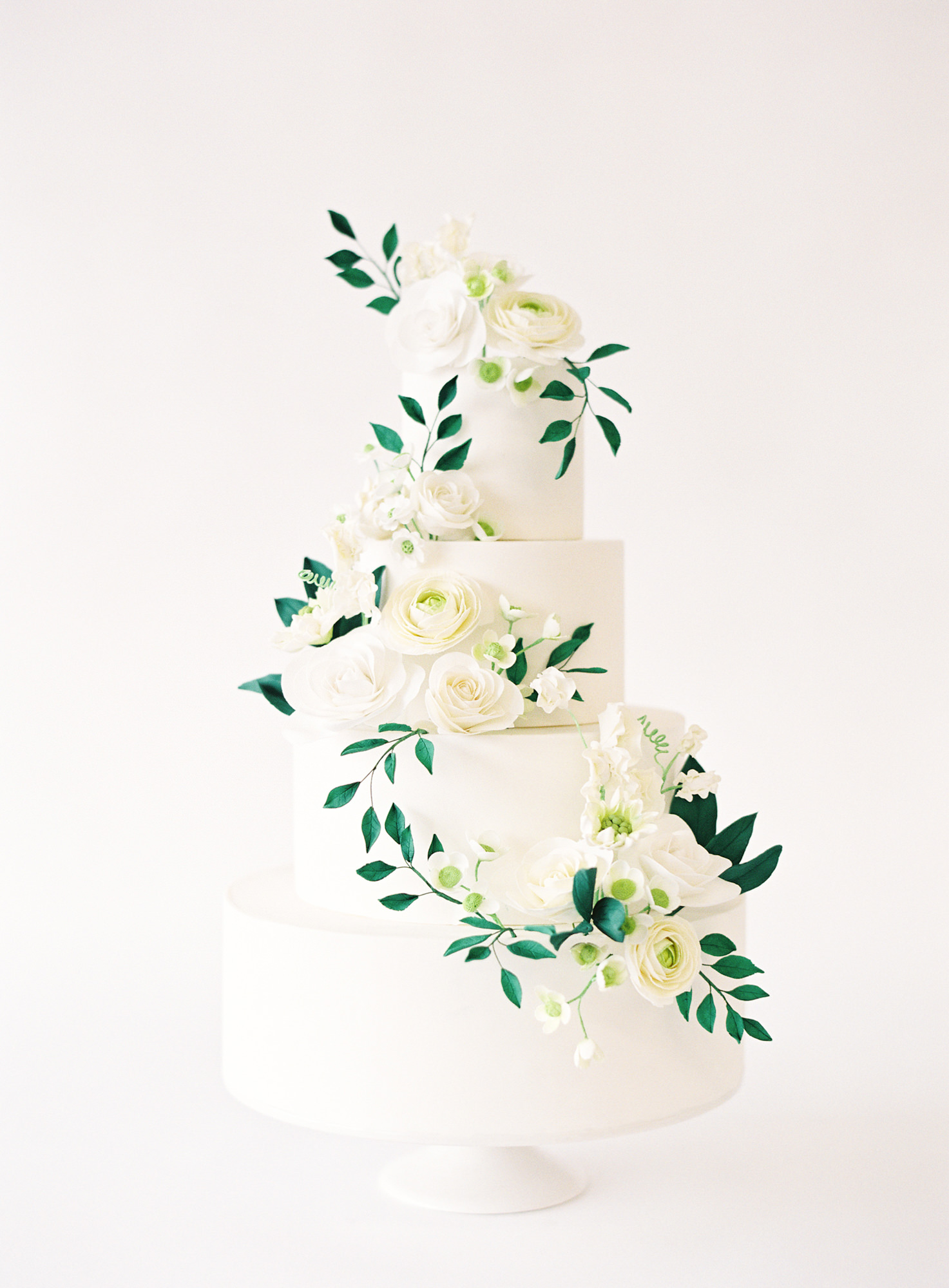 white fondant cake with ivy ran Jen Huang Los Angeles wedding photographer