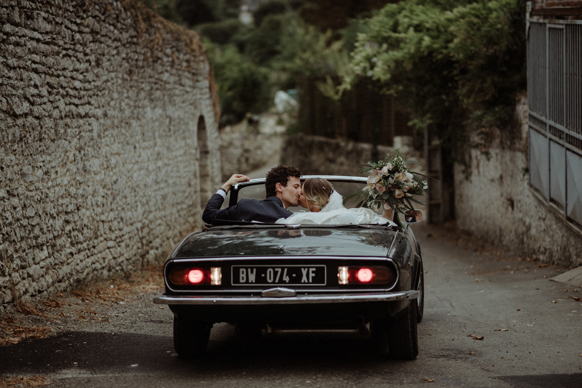 Bride and groom make their getaway in Fiat convertible - photo by the Kitcheners - Scotland