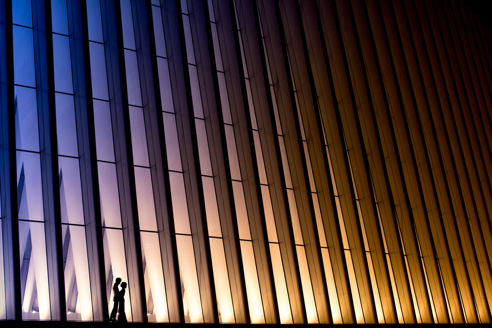 Silhouette couple in front of skyscraper - photo by Two Mann Studios
