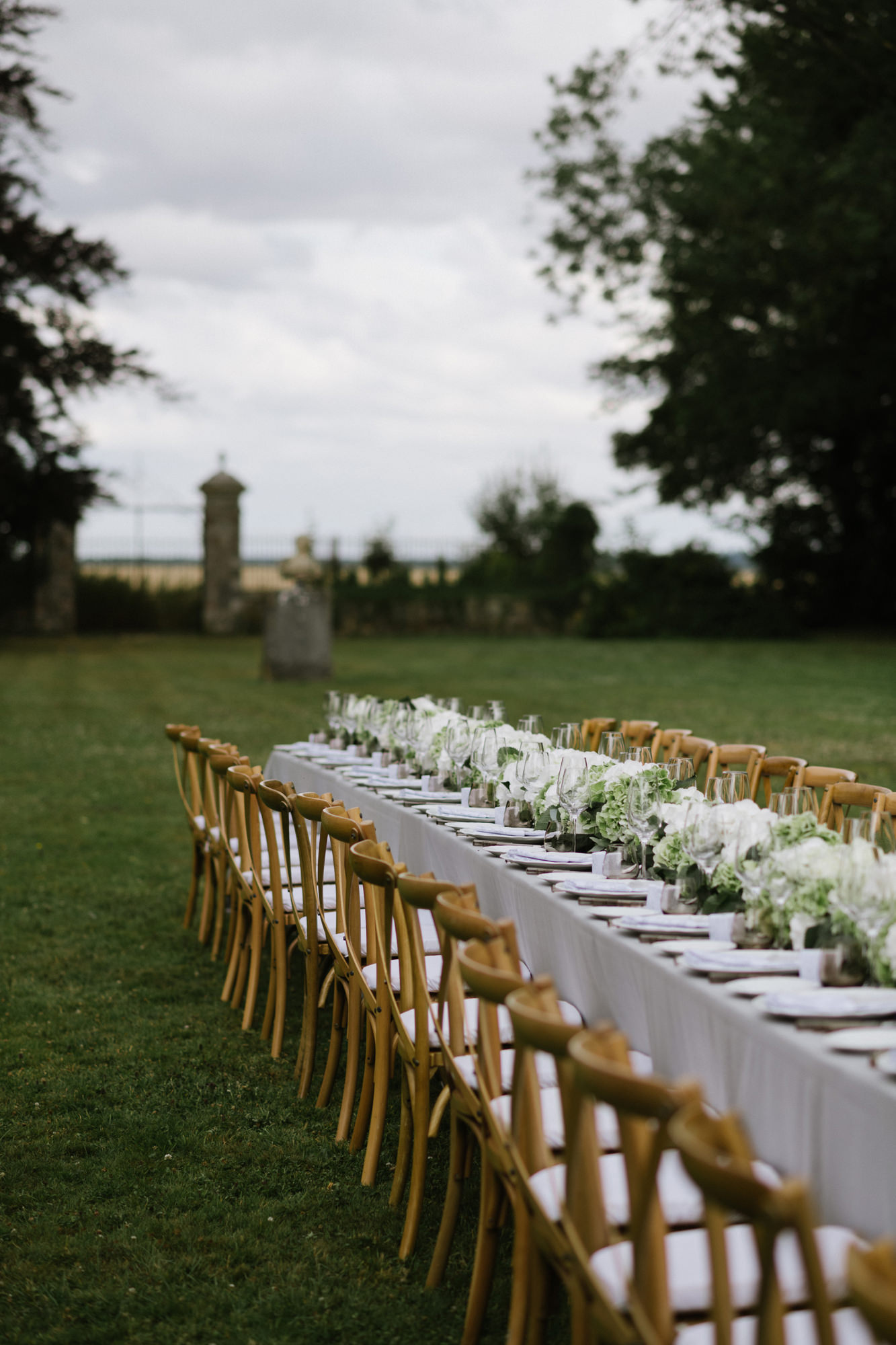 Outdoor reception decor in all white by Thierry Joubert