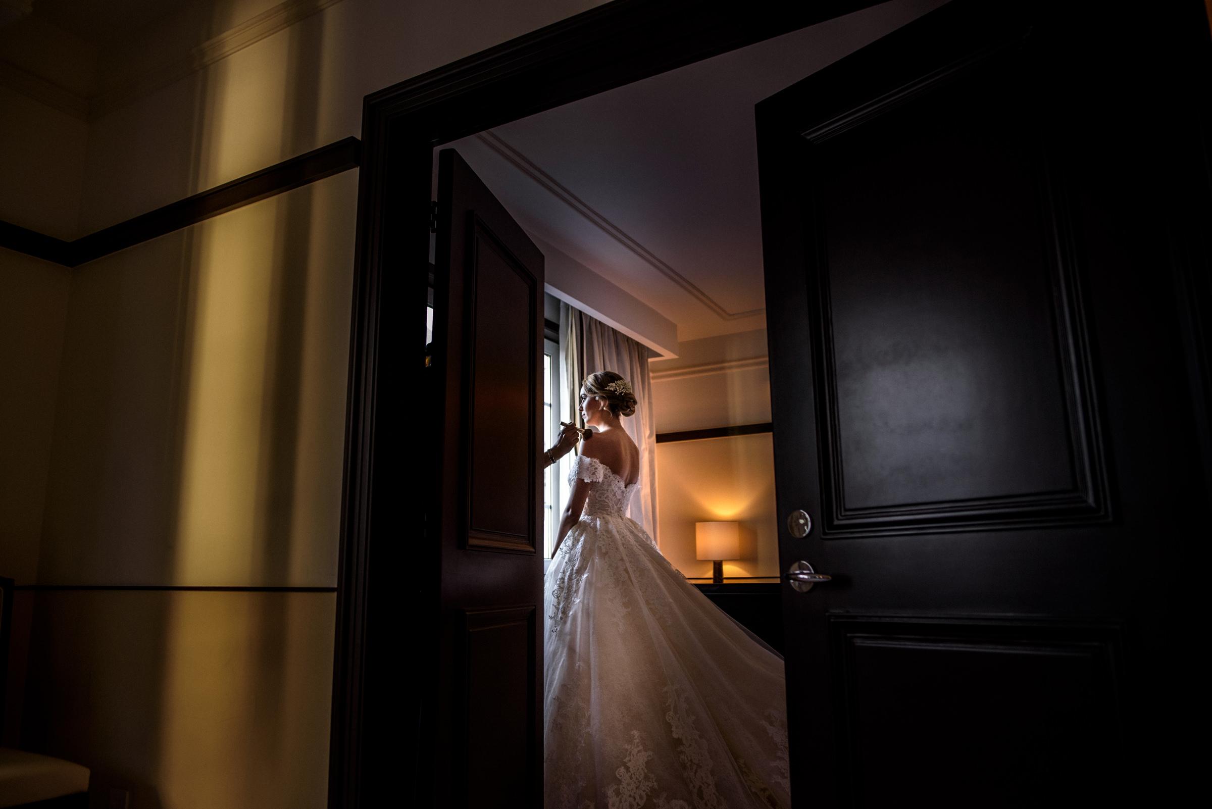 Beautiful bride having makeup applied - photo by El Marco Rojo