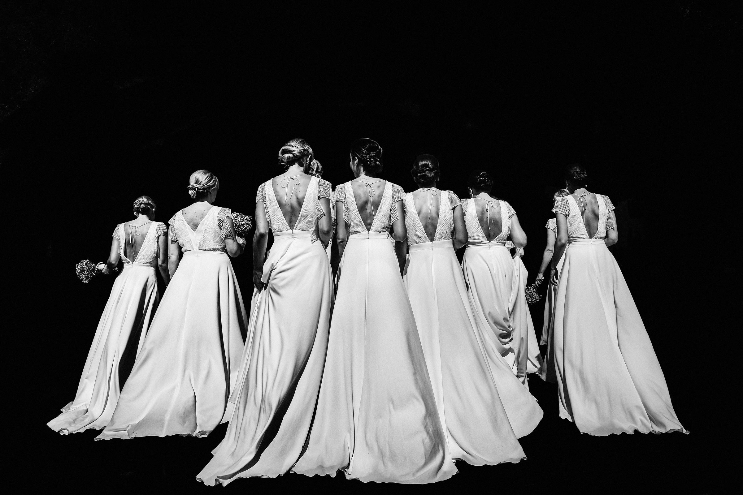 Bridesmaids walking away from camera, by Franck Boutonnet