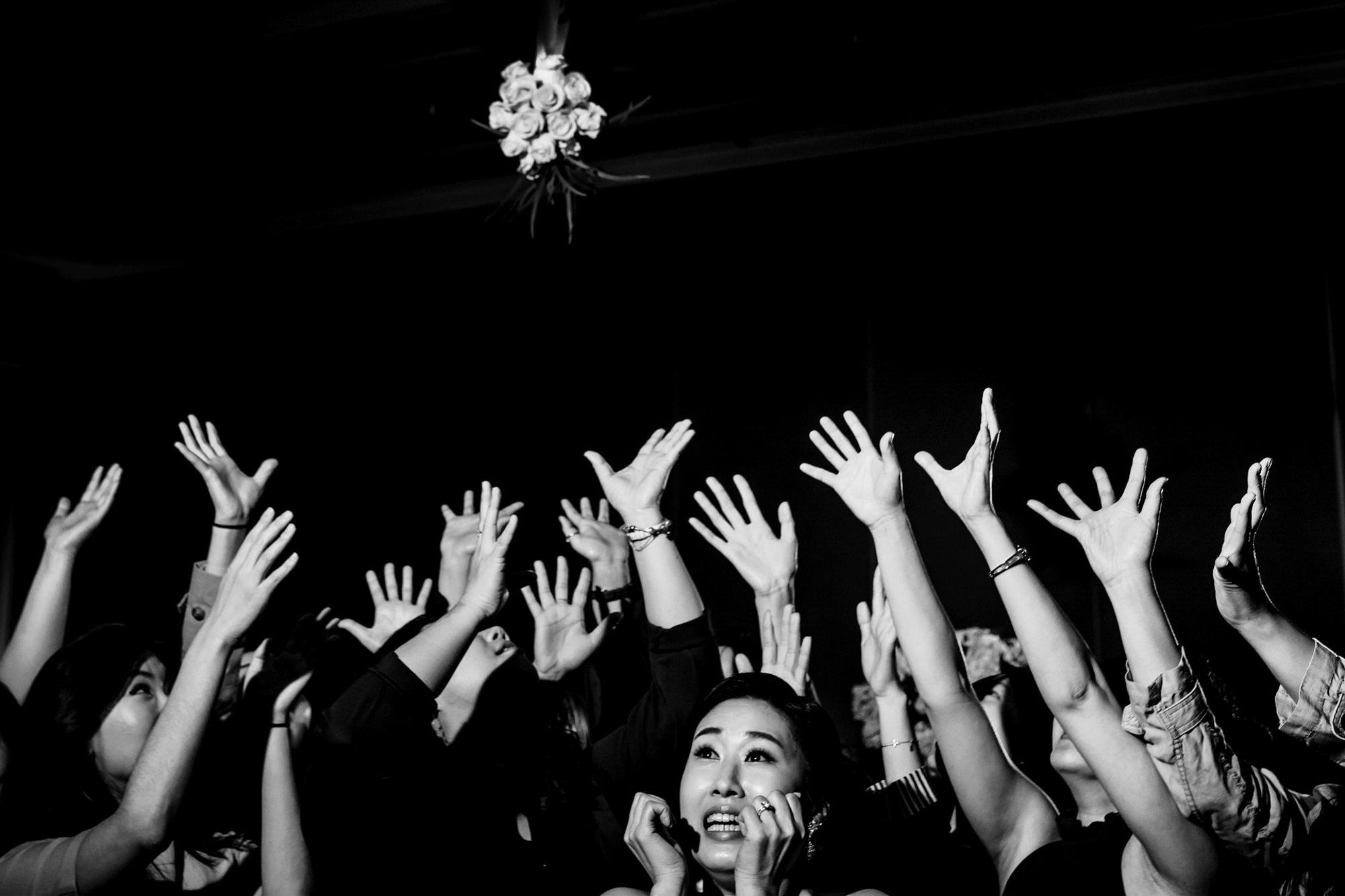 Hands catching bouquet - photo by Ken Pak