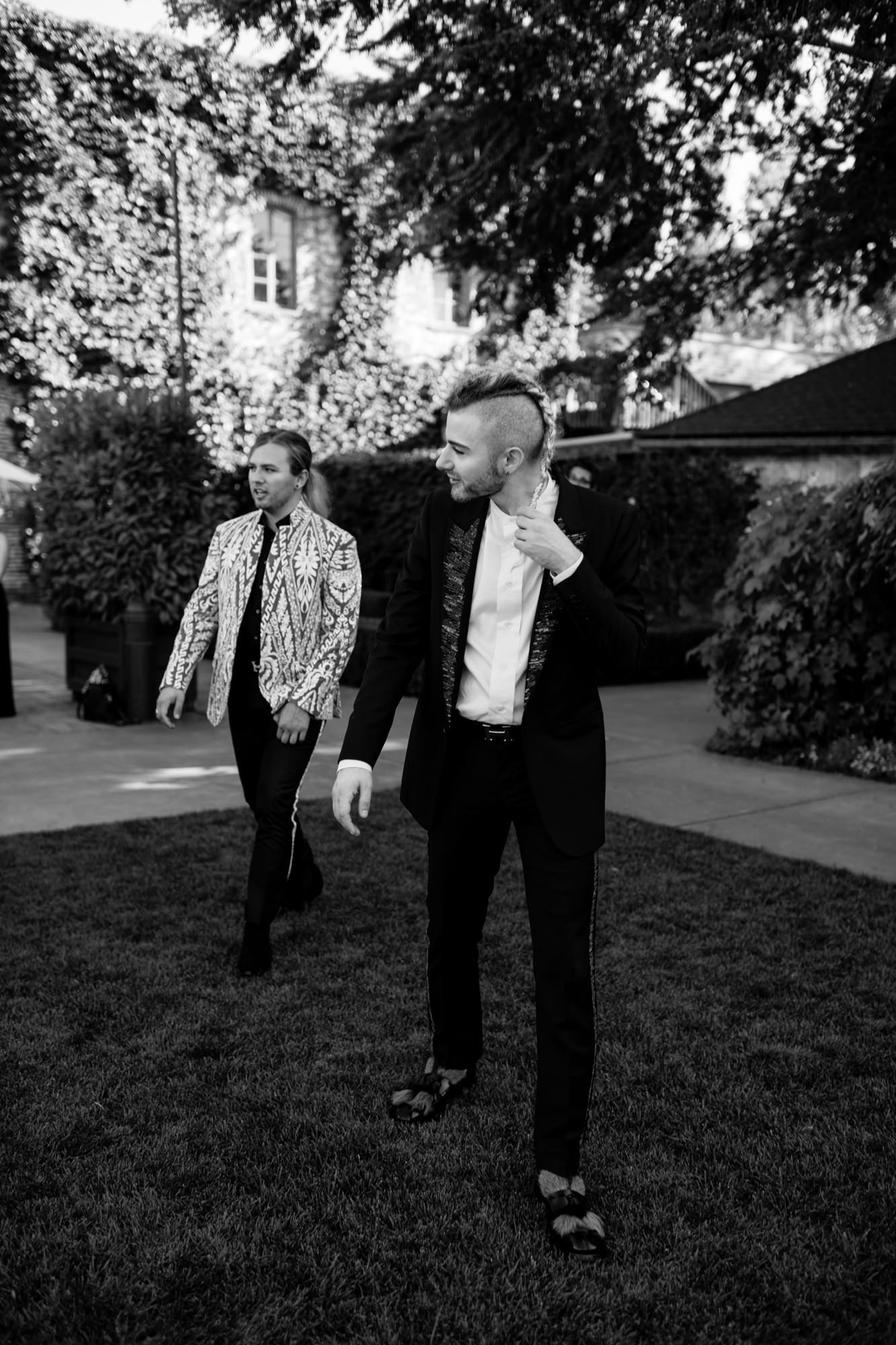 Black and white of groom and friend walking, photo by Thierry Joubert