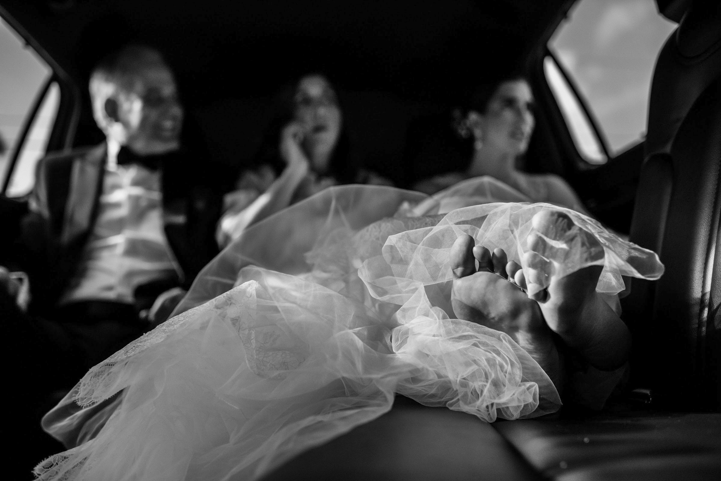 Feet of the bride relaxing in the limo - photo by El Marco Rojo