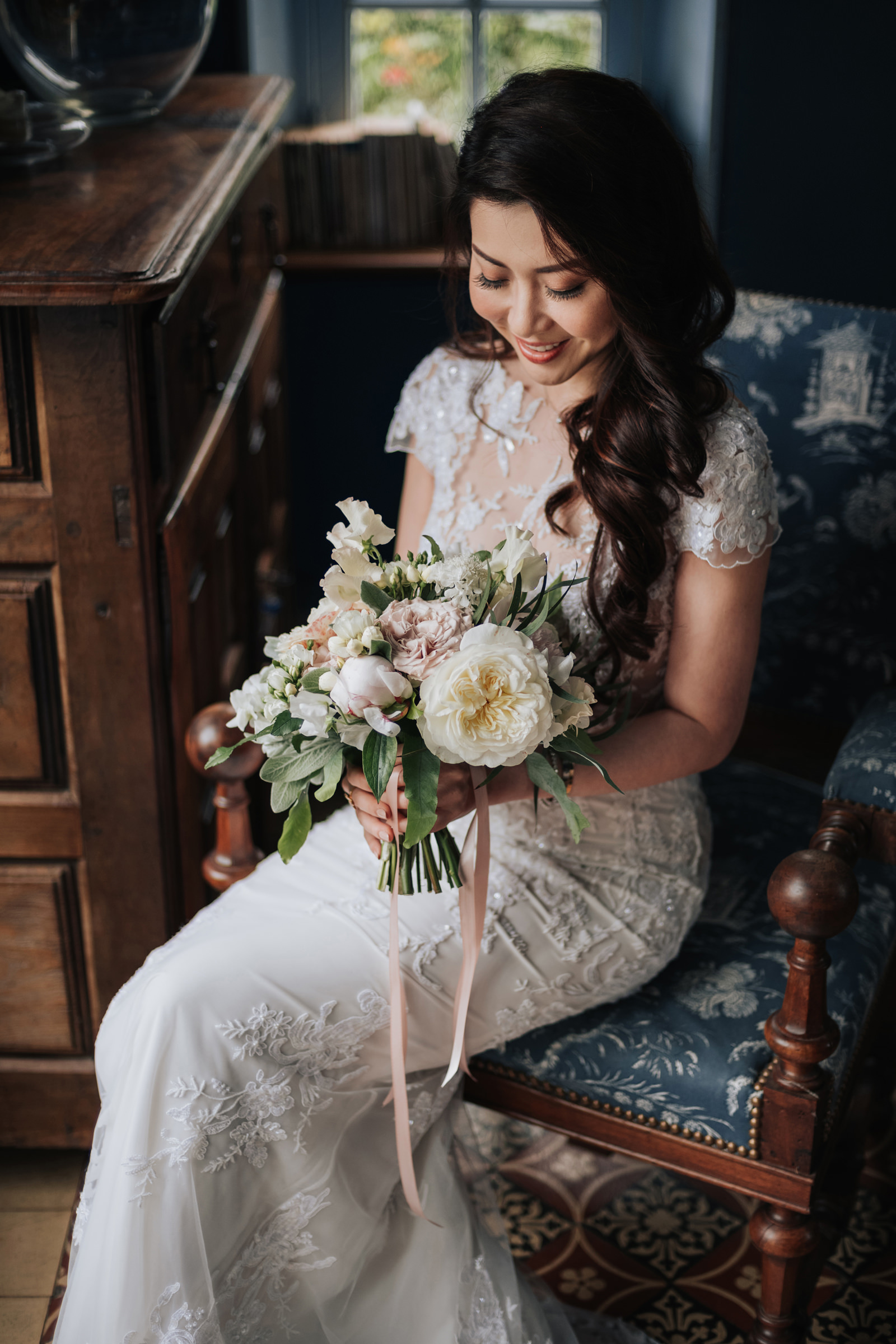 Seated bride with bouquet - Photo by MunKeat Photography Studio