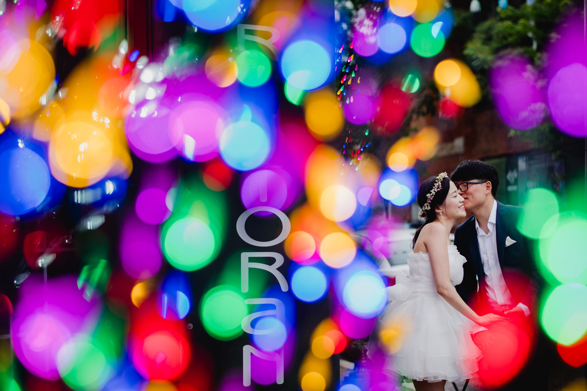 Colorful bokeh and couple - photo by Ken Pak