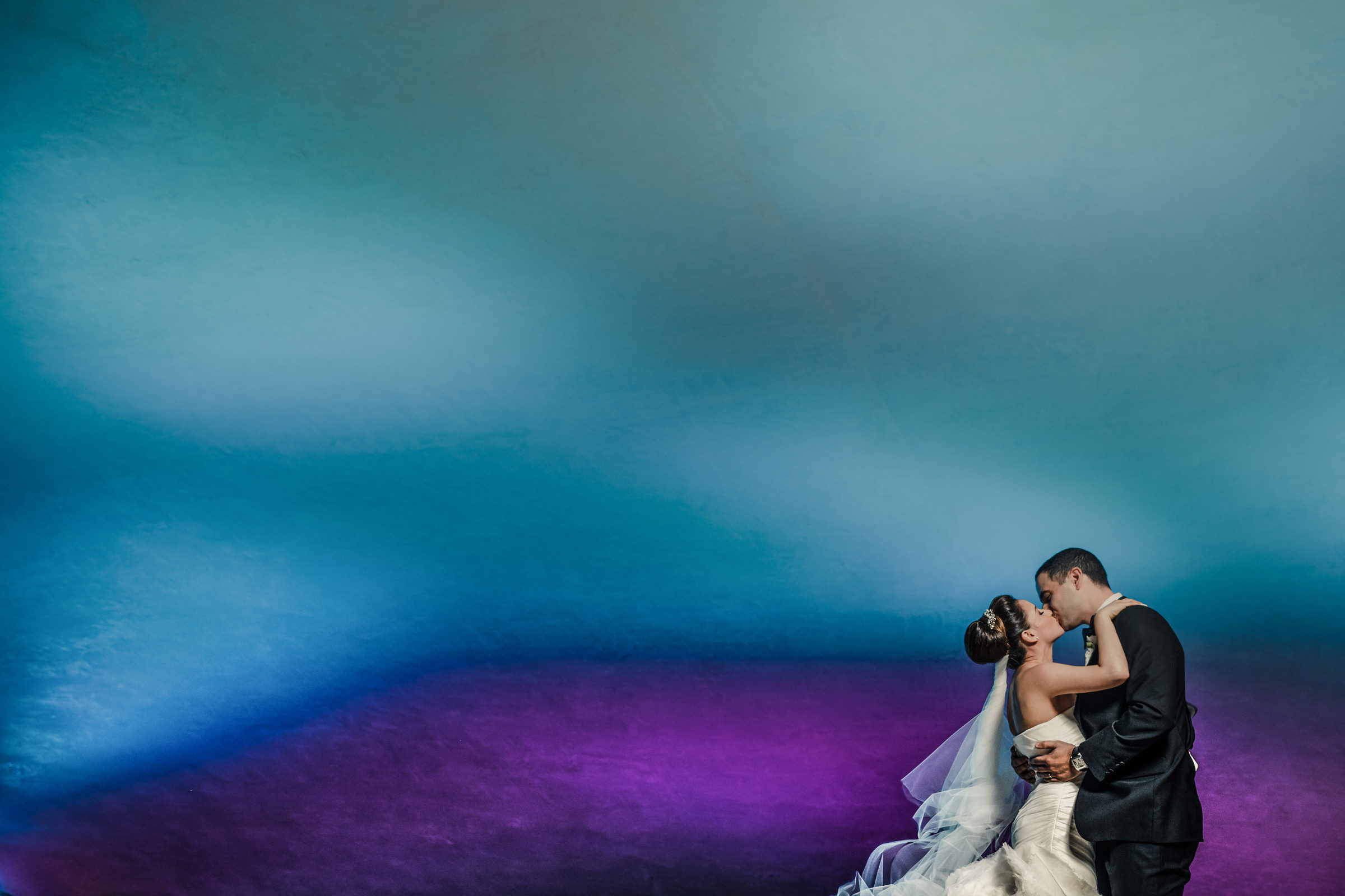 Couple portrait with blurred background - photo by El Marco Rojo