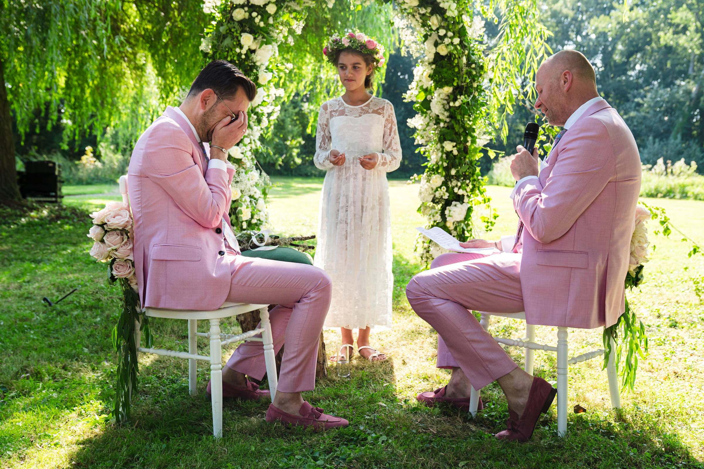 Groom tears up as flower girl reads at ceremony, photo by Philippe Swiggers
