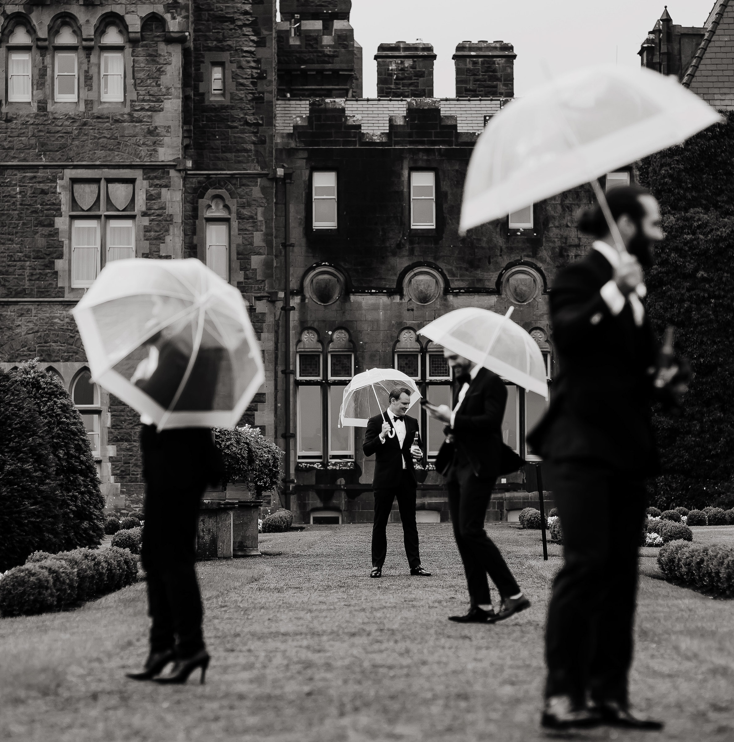 Bridal party with umbrellas - photo by The Brenizers