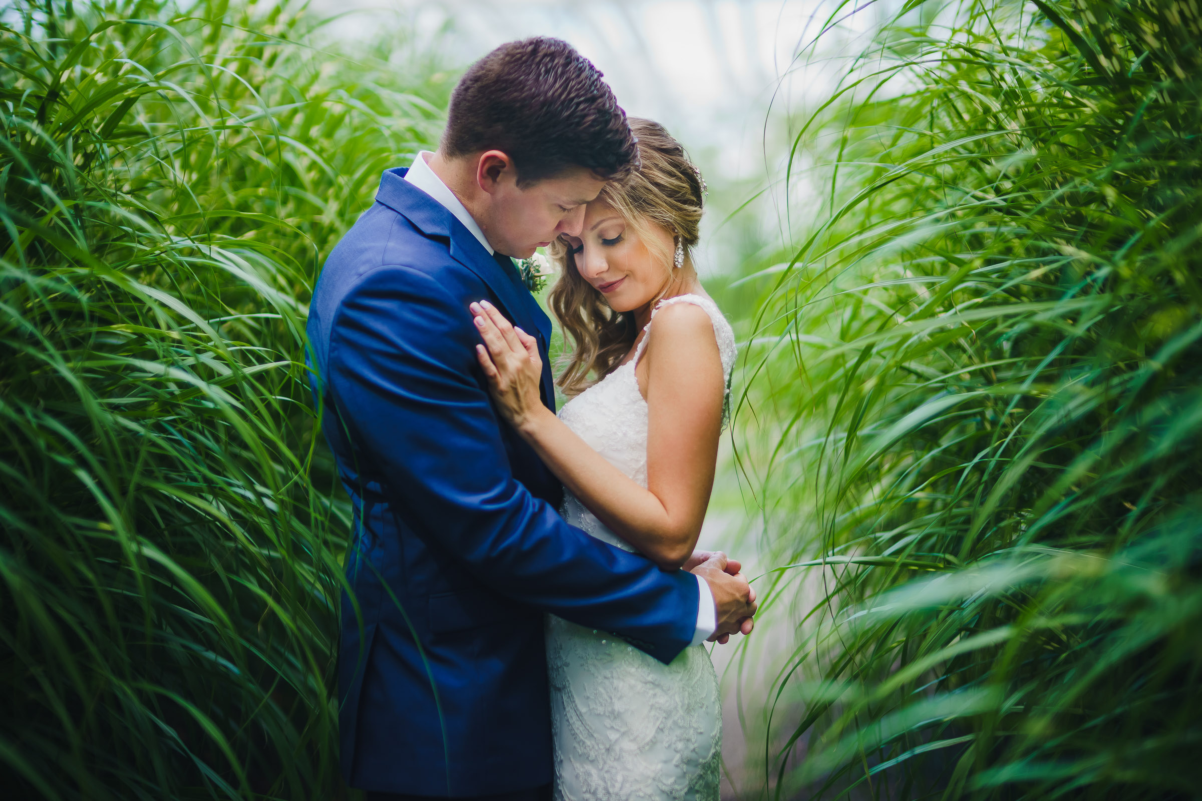 Intimate portrait of couple in tall grasses - photo by  The Brenizers