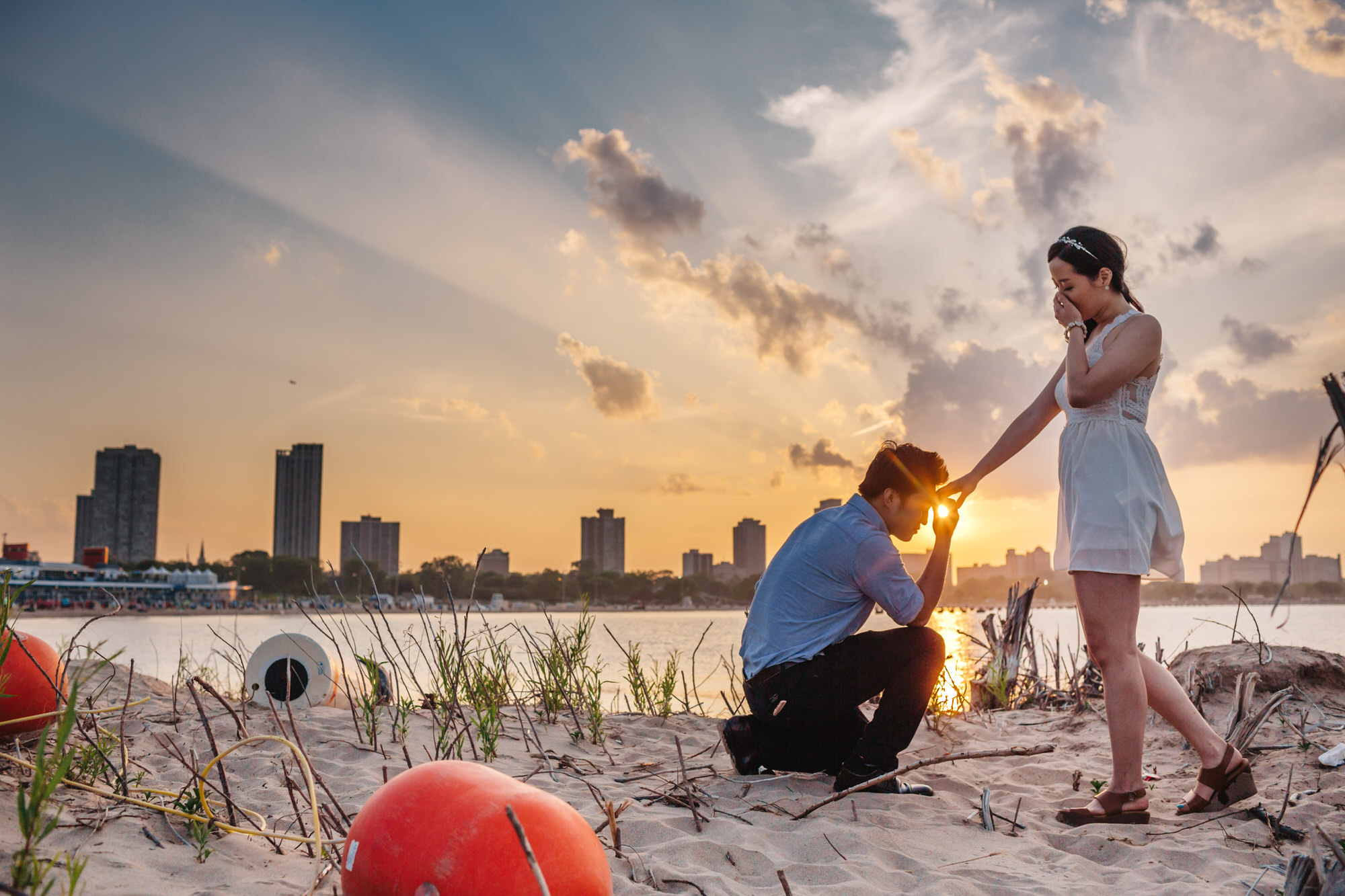 Proposal by the beach - photo by Ken Pak