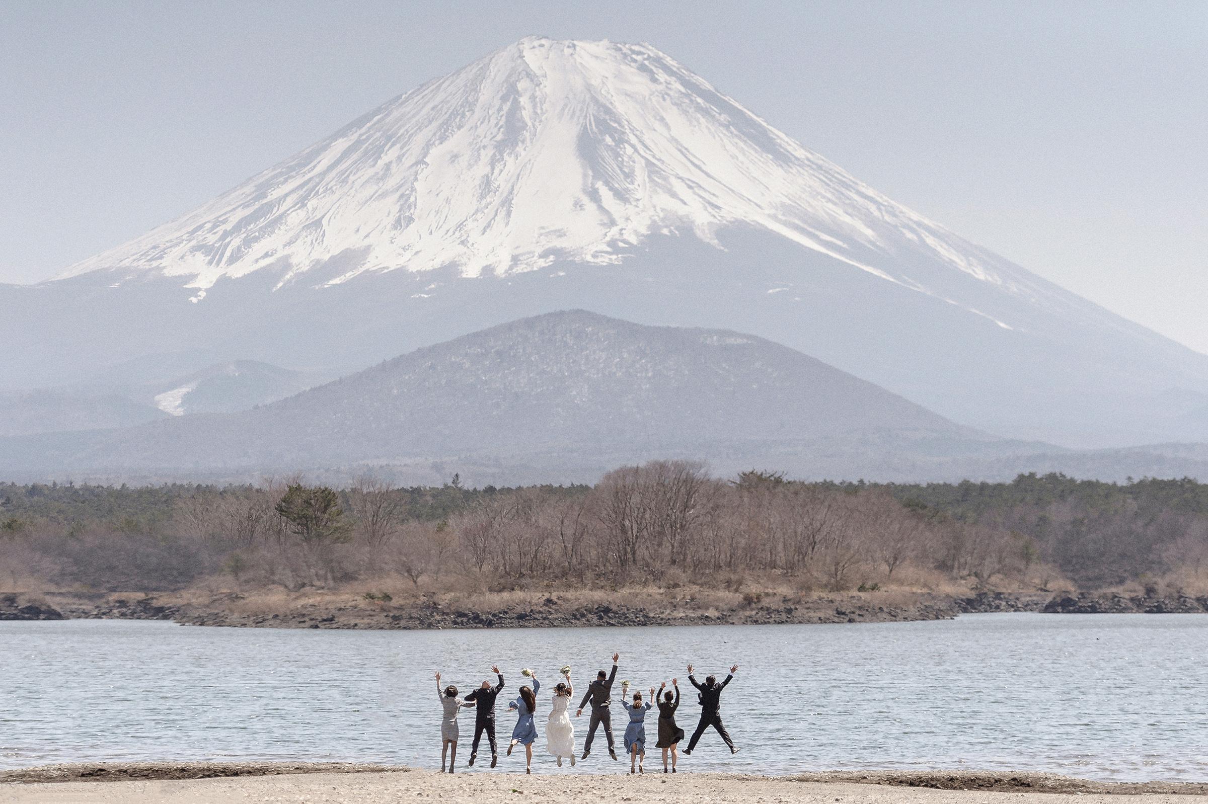 Wedding party near Mt. Fuji - photo by 37 Frames