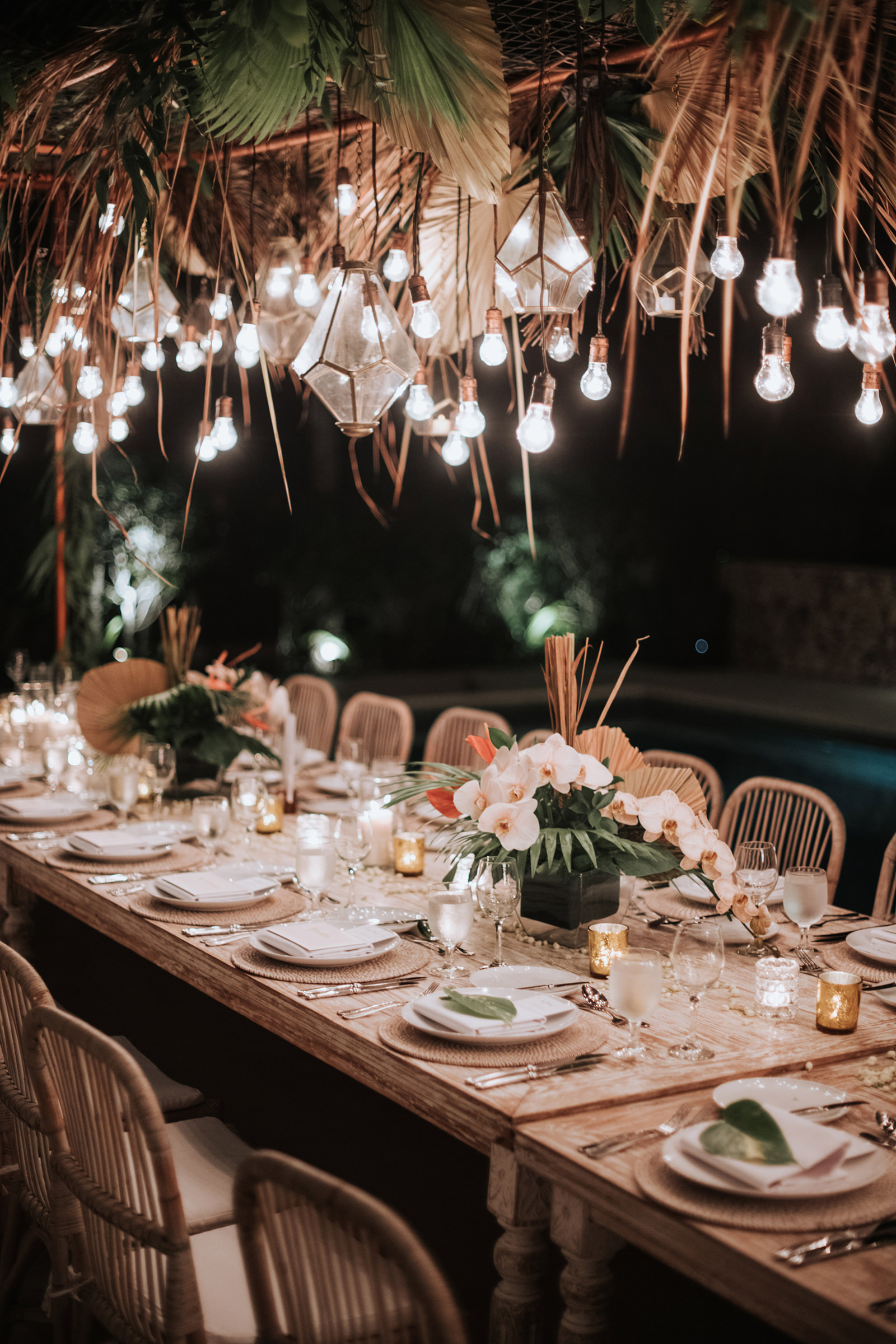 Wedding reception table in rattan - Photo by MunKeat Photography Studio
