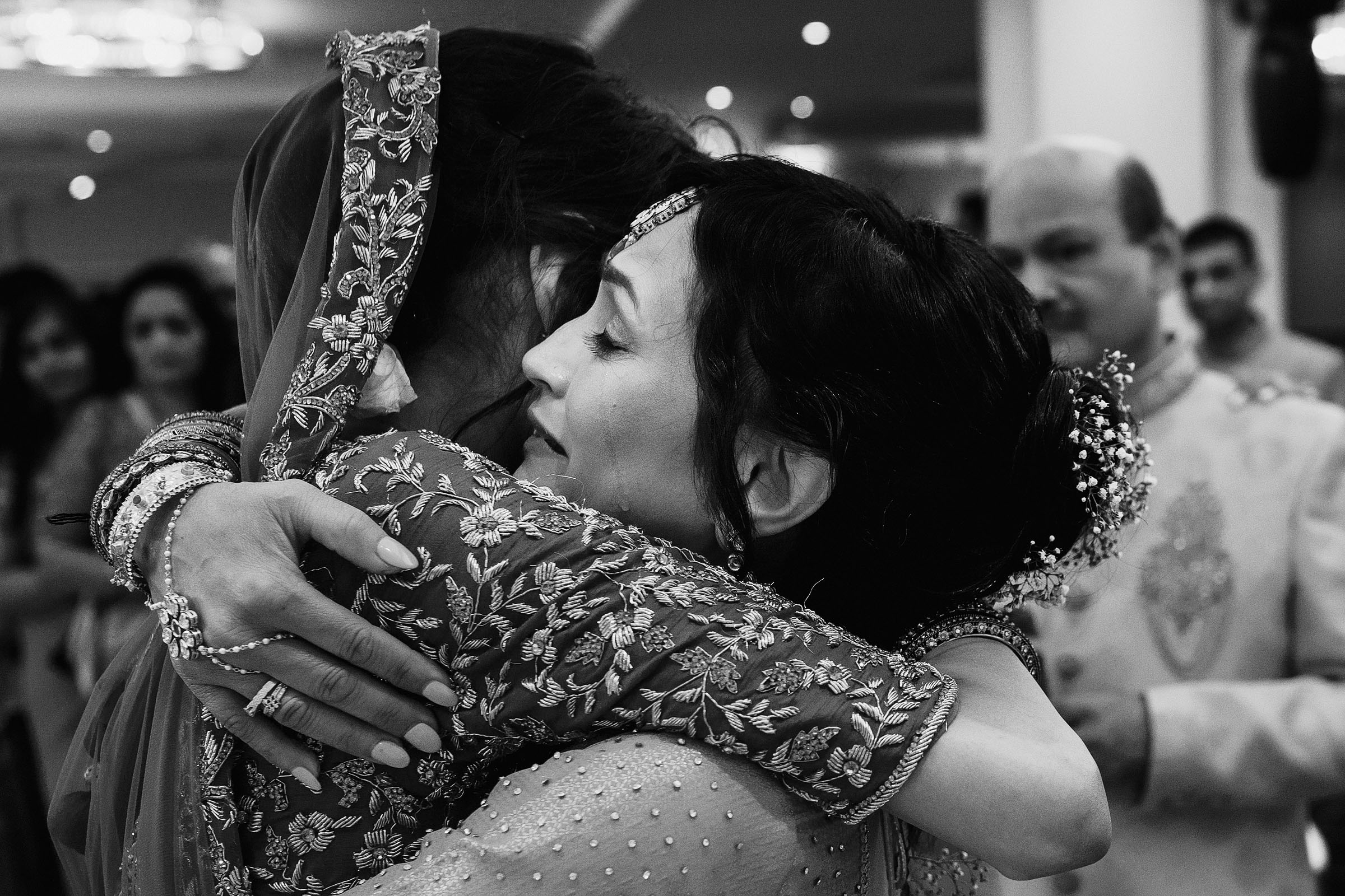 Bride and mother embracing - Photo by F5 Photography