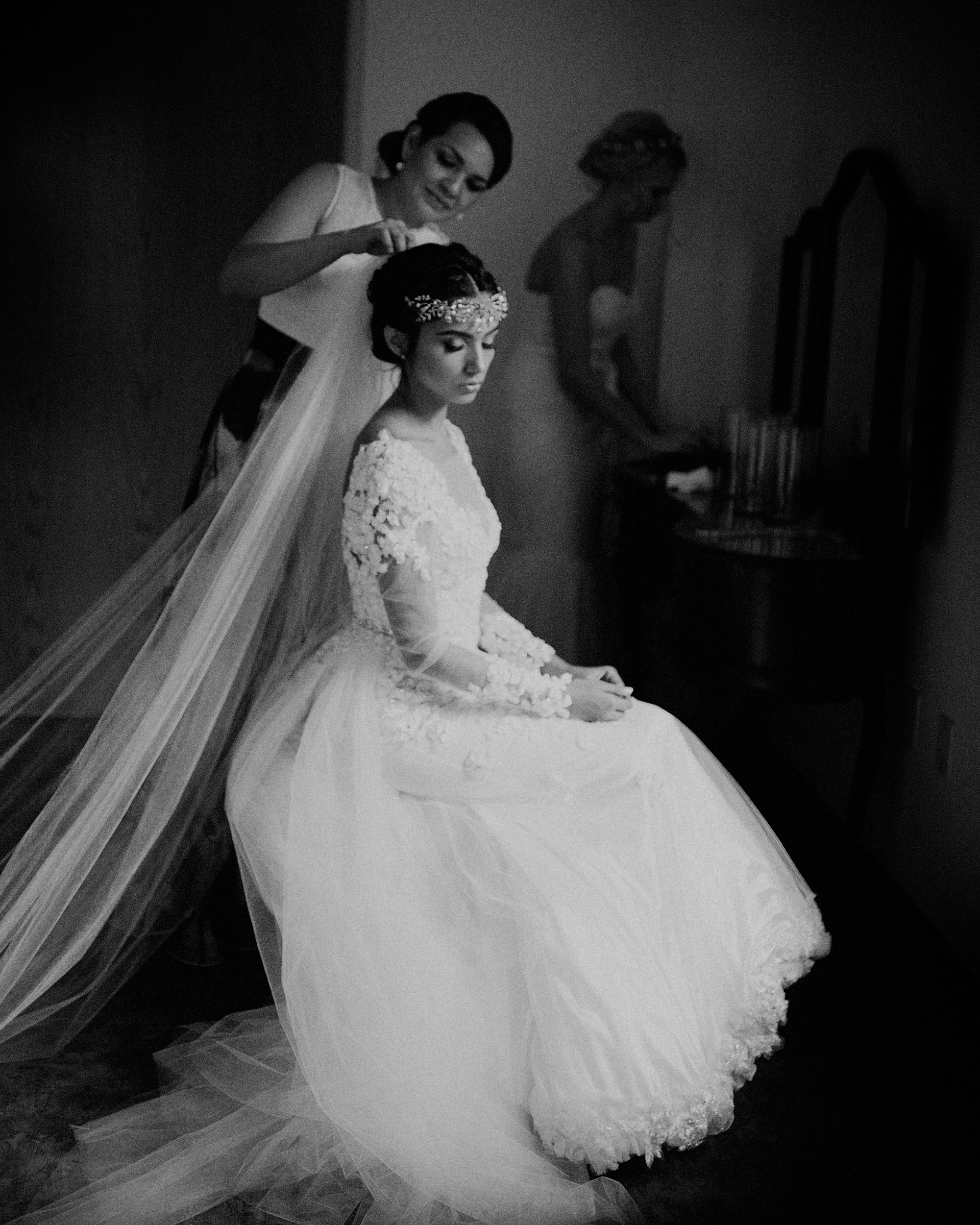 vintage-looking-bridal-portrait-on-film - photo by Richard Israel Photography