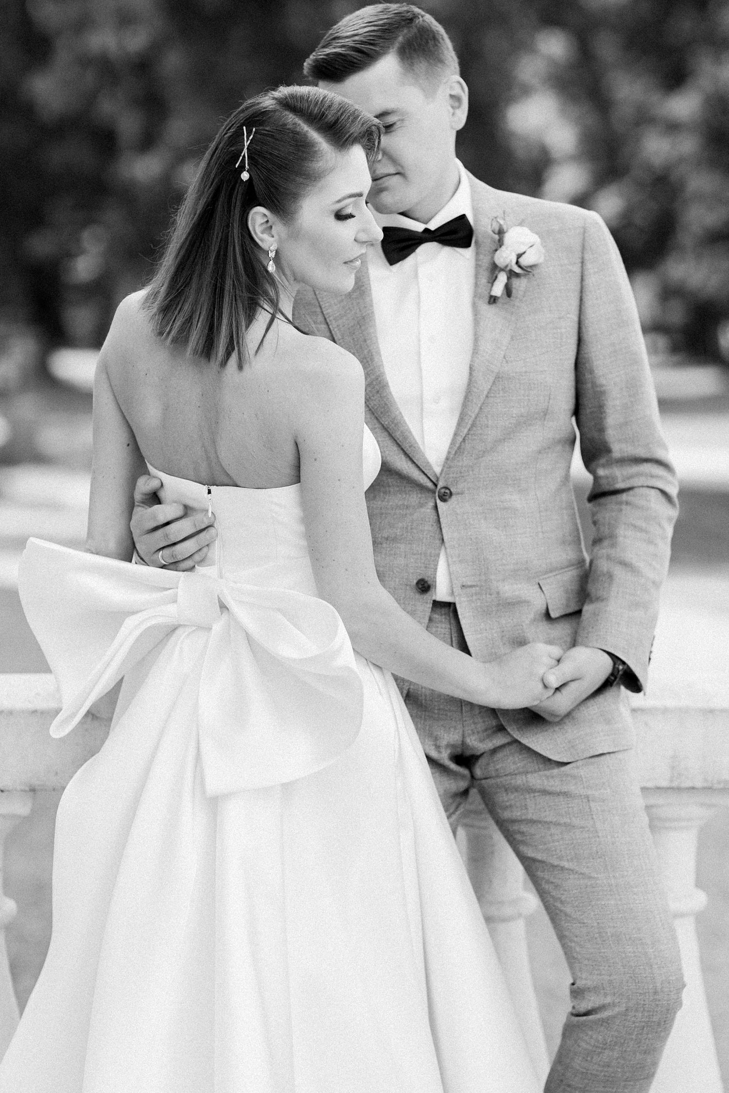 bride and groom posed romantic portrait - photo by Jurgita Lukos Photography