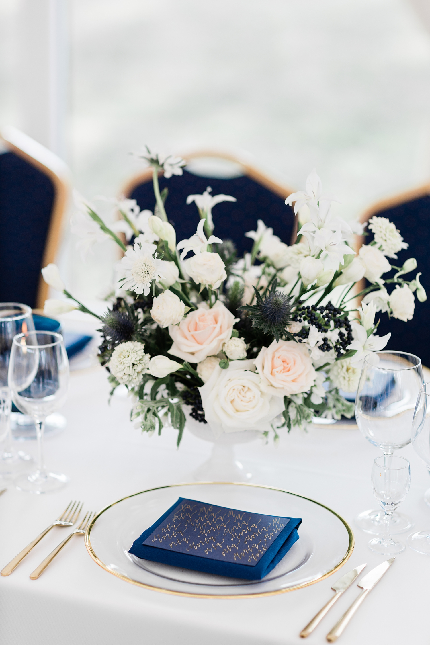 Closeup of floral centerpiece - photo by Jurgita Lukos Photography