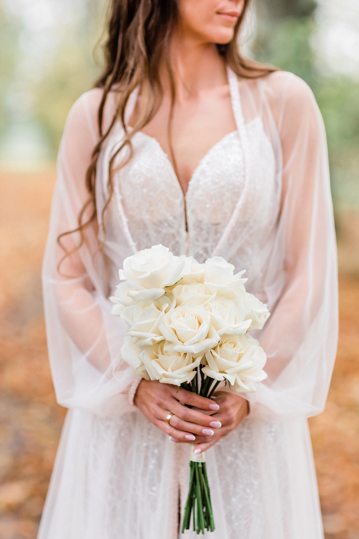 Bridal portrait with bouquet of white roses - photo by Jurgita Lukos Photography